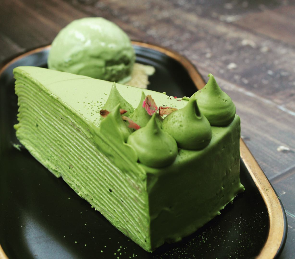 green cake made of thin layers