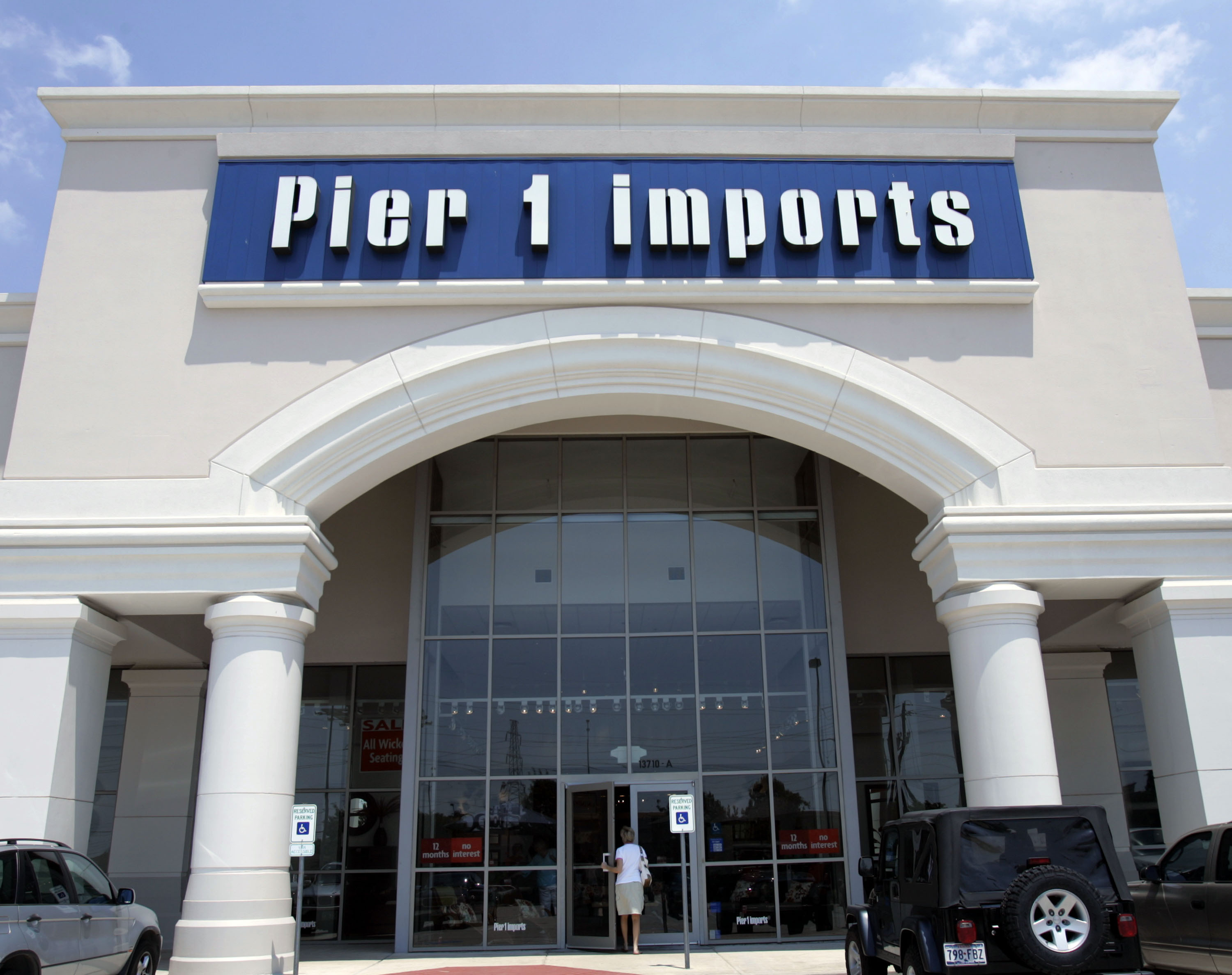 Pier 1 Imports is closing nearly half its 942 stores as it struggles to draw consumers and compete online, the home decor company said Monday.