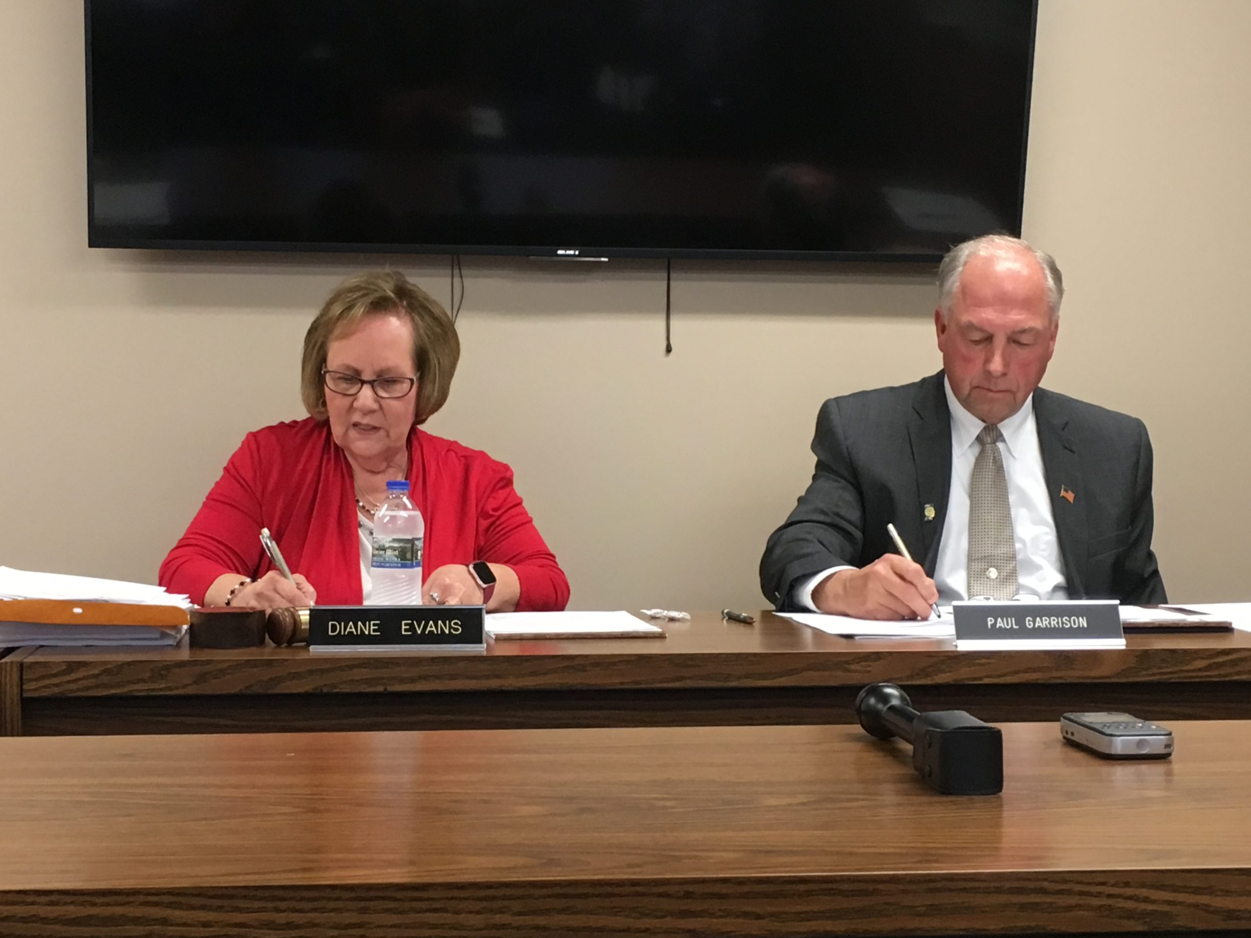 The Daleville school board revoked Indiana Virtual School and Indiana Virtual Pathways Academy's charters on Aug. 26, 2019. From left: Daleville board president Diane Evans and Superintendent Paul Garrison.