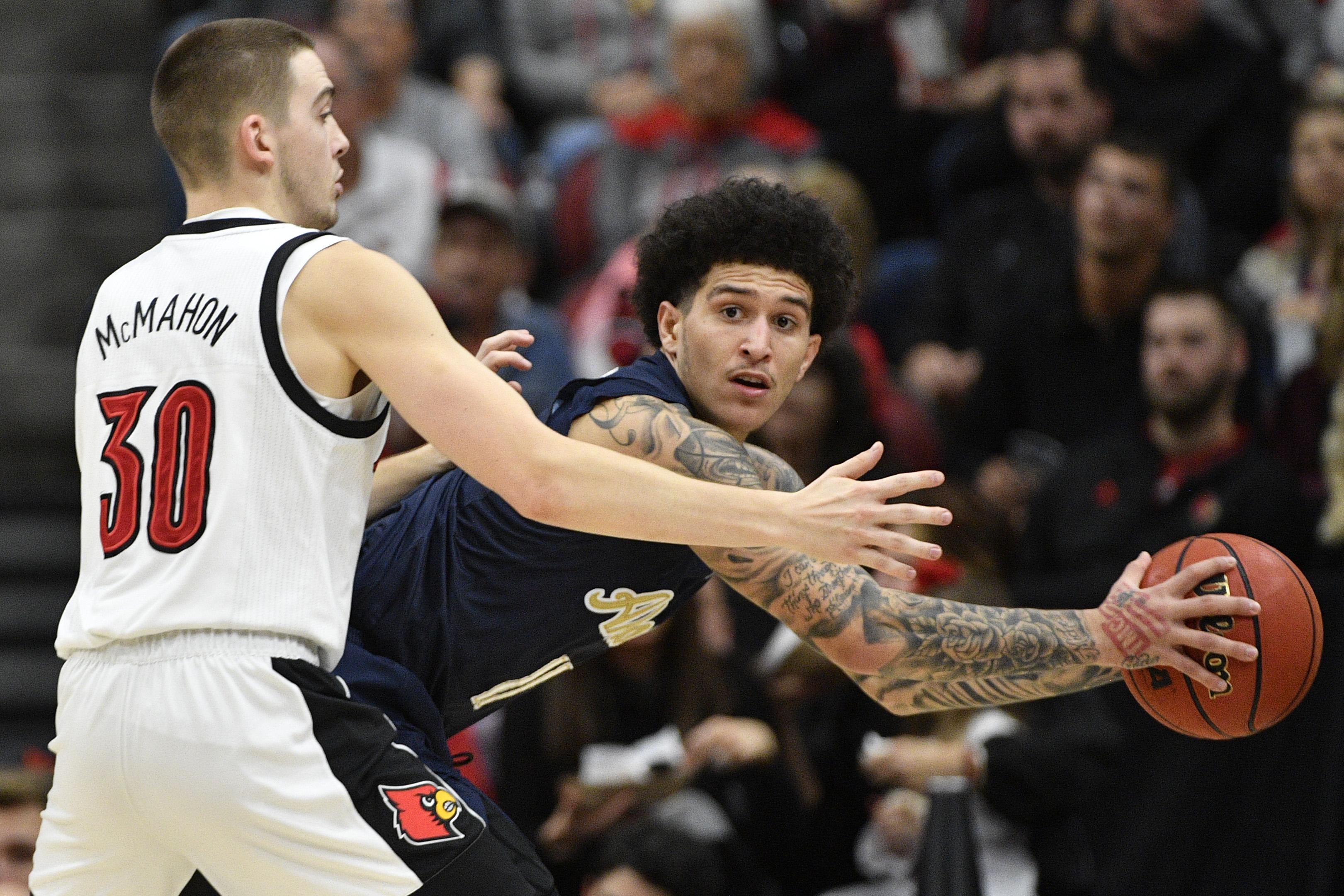 NCAA篮球:路易斯维尔的阿克伦