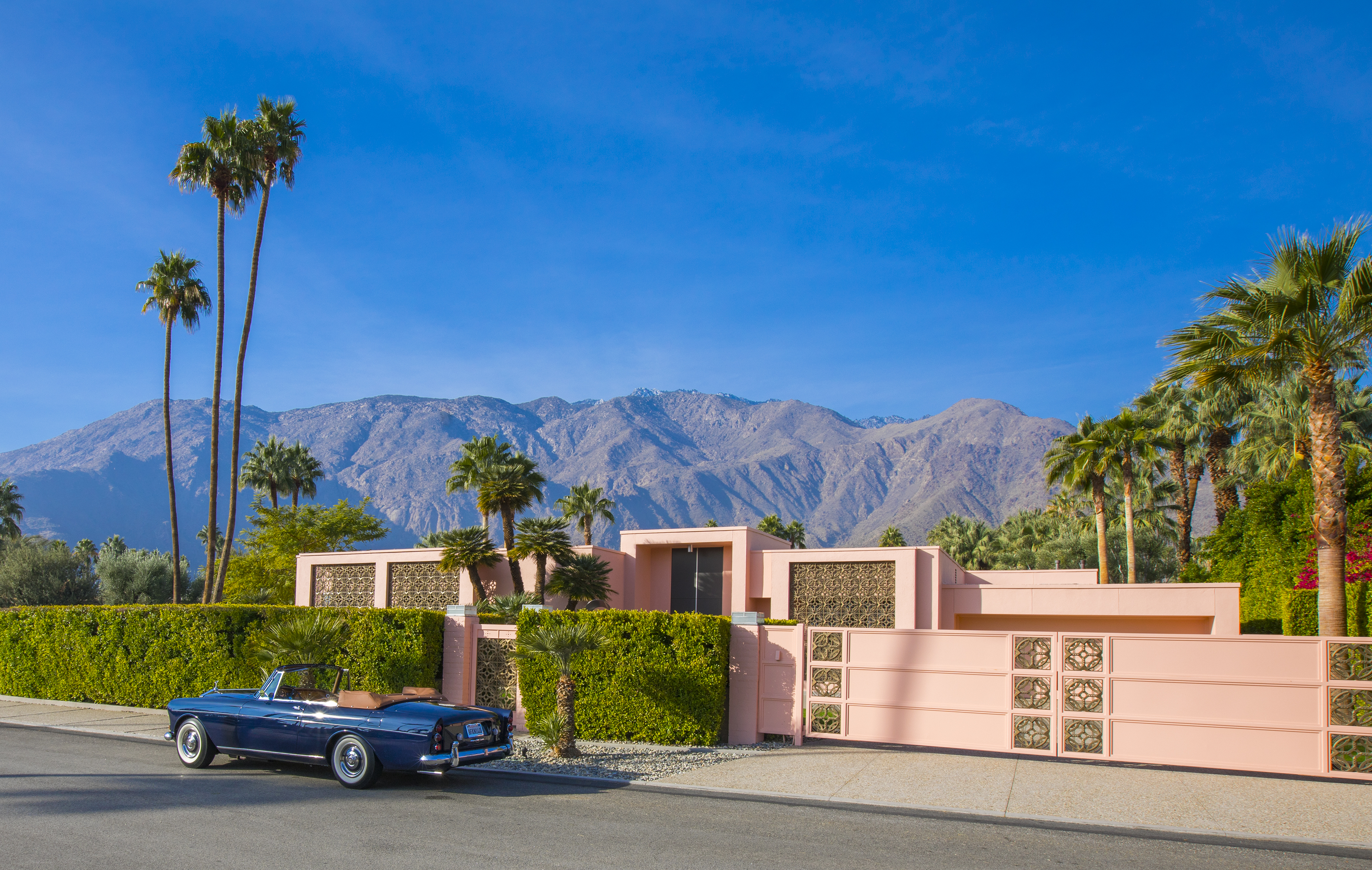 Pink palace in Palm Springs seeks $3M