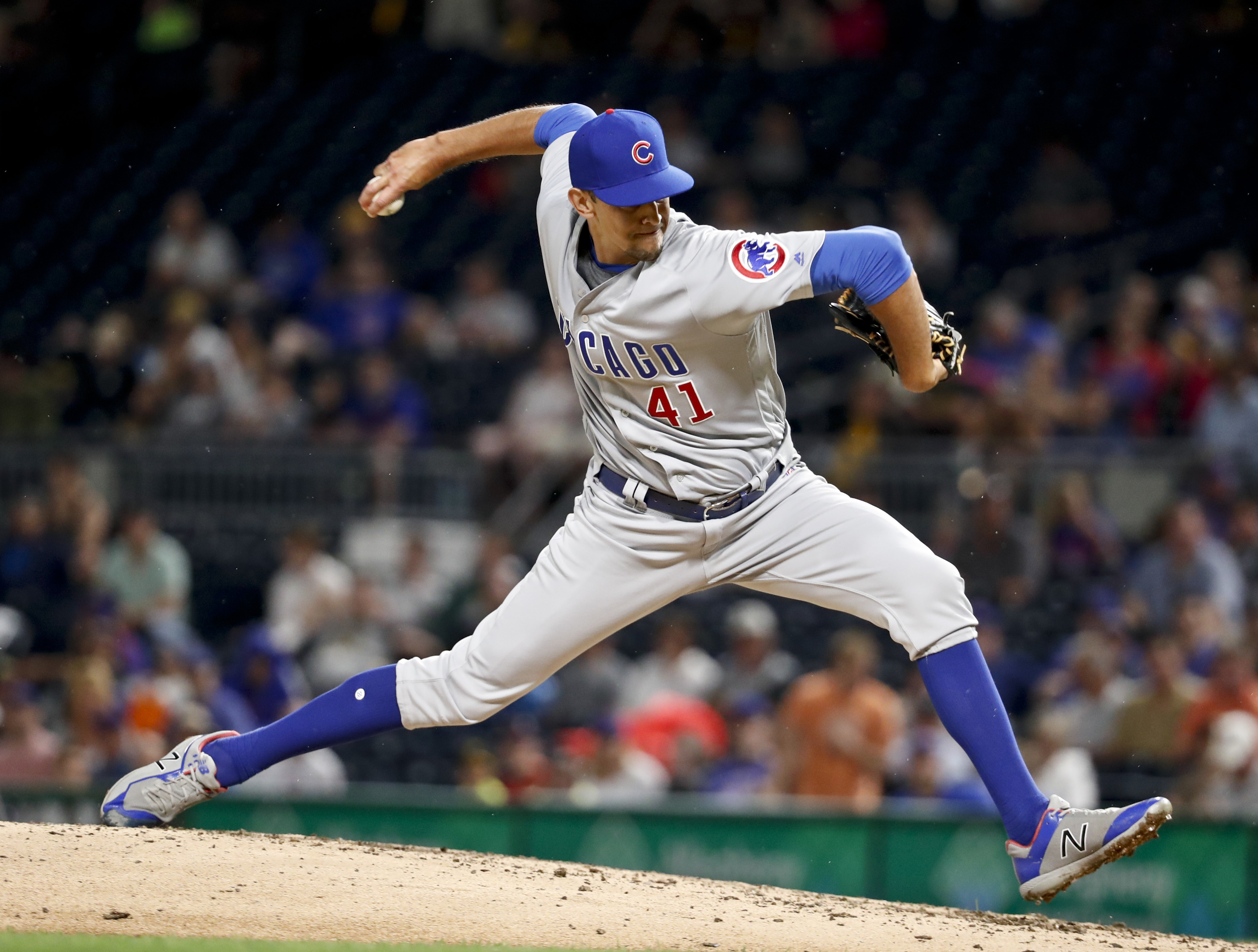 The White Sox and  right-handed reliever Steve Cishek agreed to a one-year, $6 million contract. The agreement includes a club option for 2021.