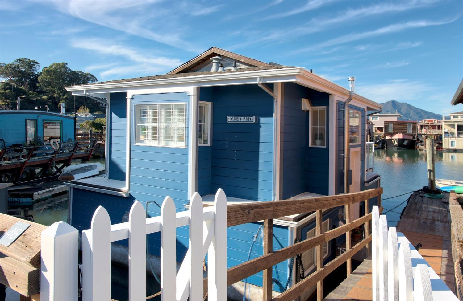 This Sausalito houseboat is downright adorable