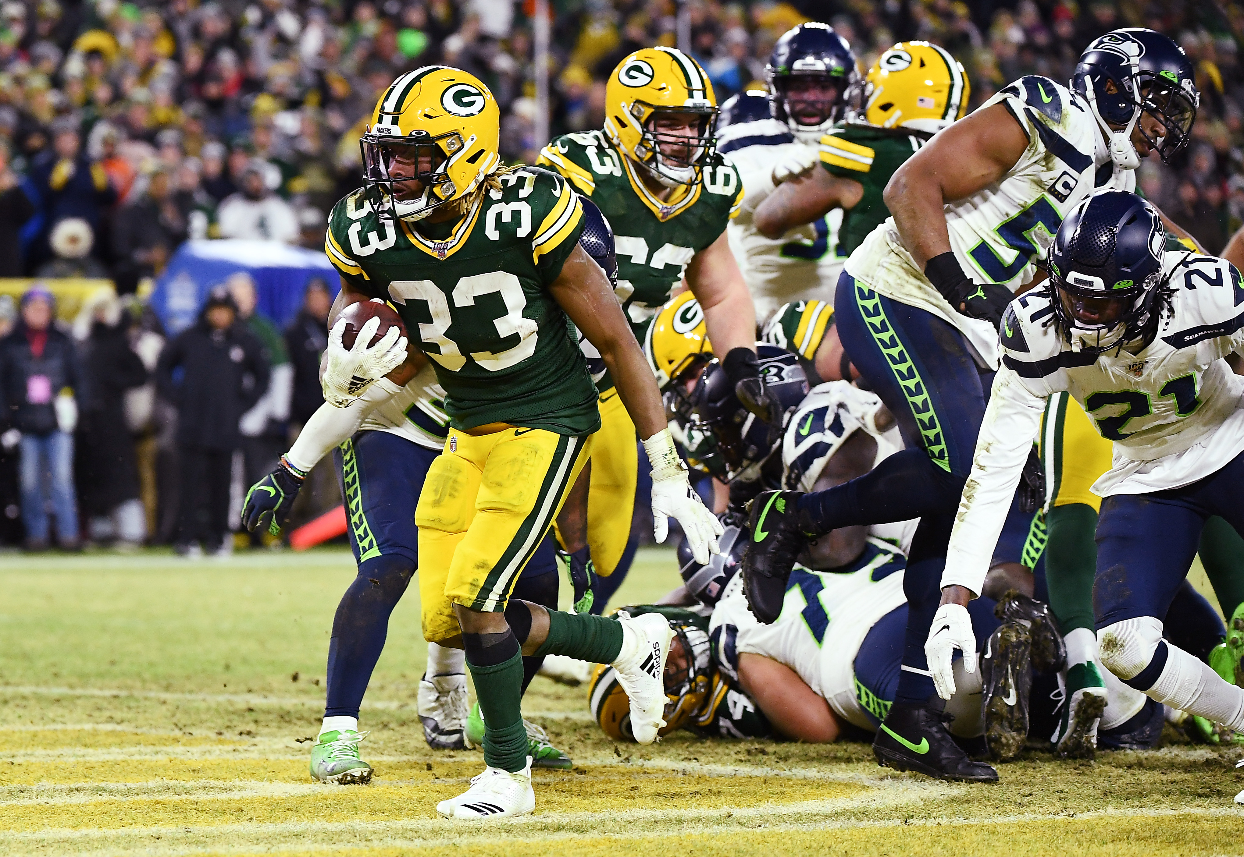 The Packers' Aaron Jones runs for a touchdown against the Seahawks in an NFC playoff game Sunday at Lambeau Field.