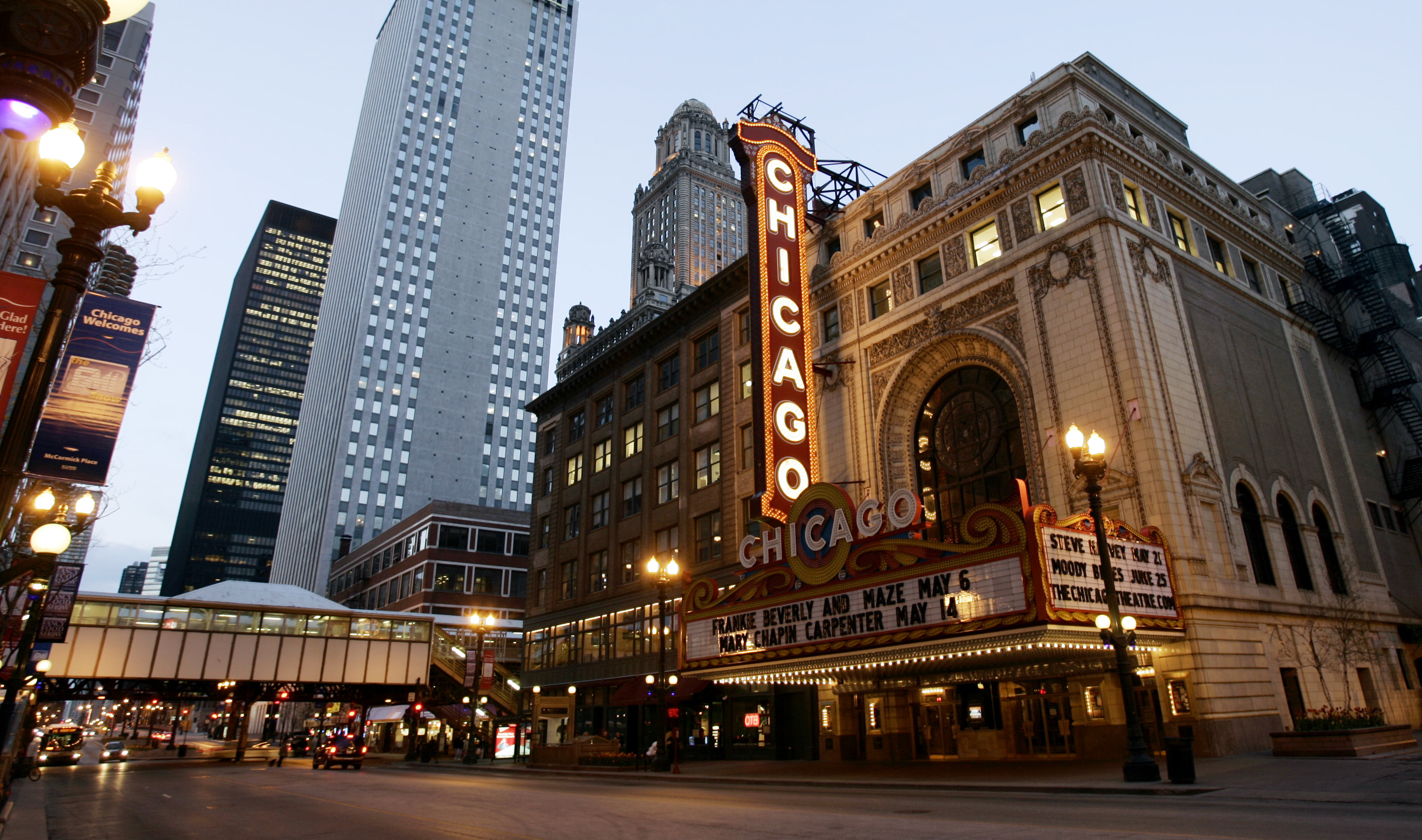 The famous Chicago Theater along State S