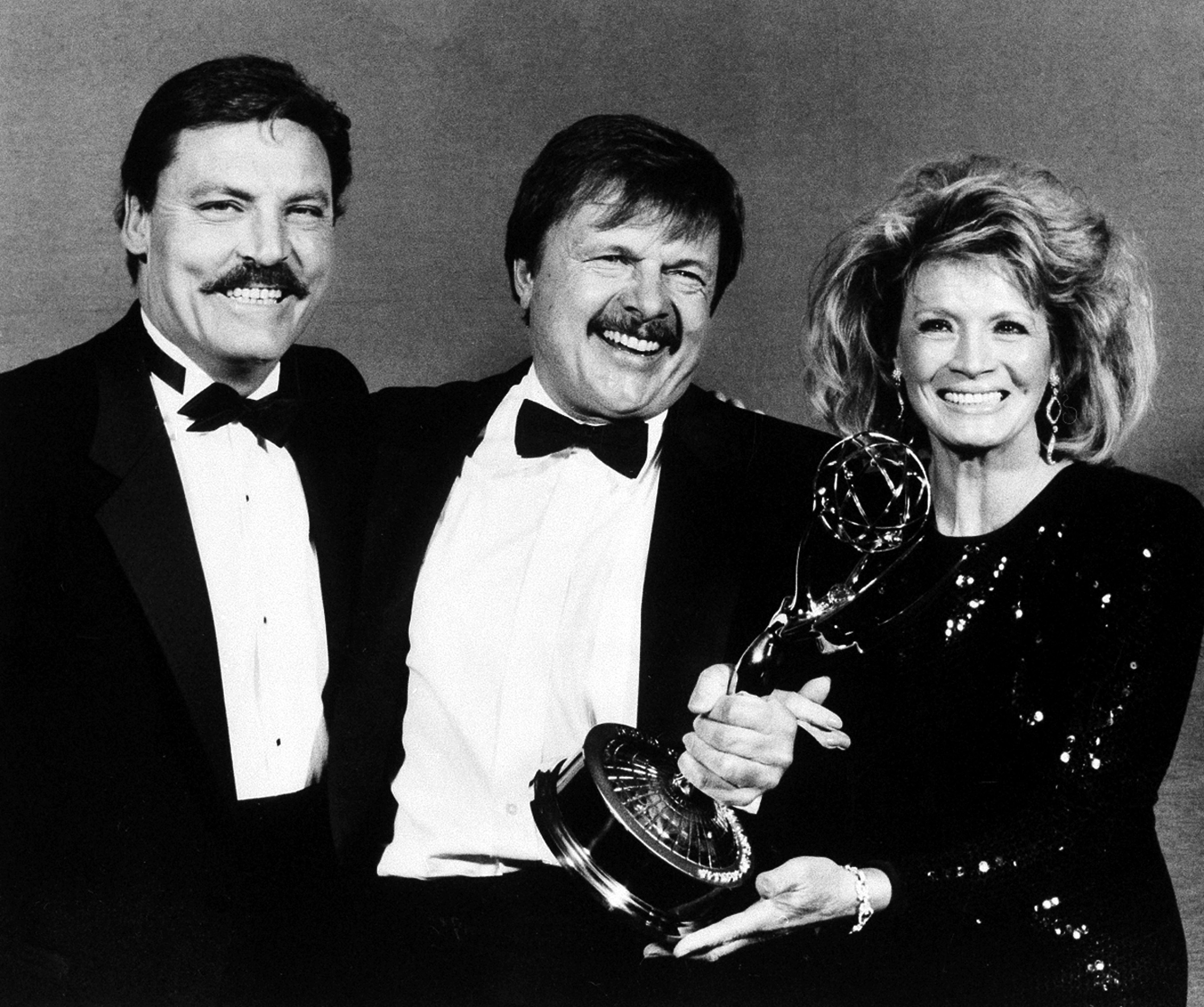 John Karlen (center)poses with presenters Stacy Keach and Angie Dickinson after winning an Emmy for best supporting actor in 1986.