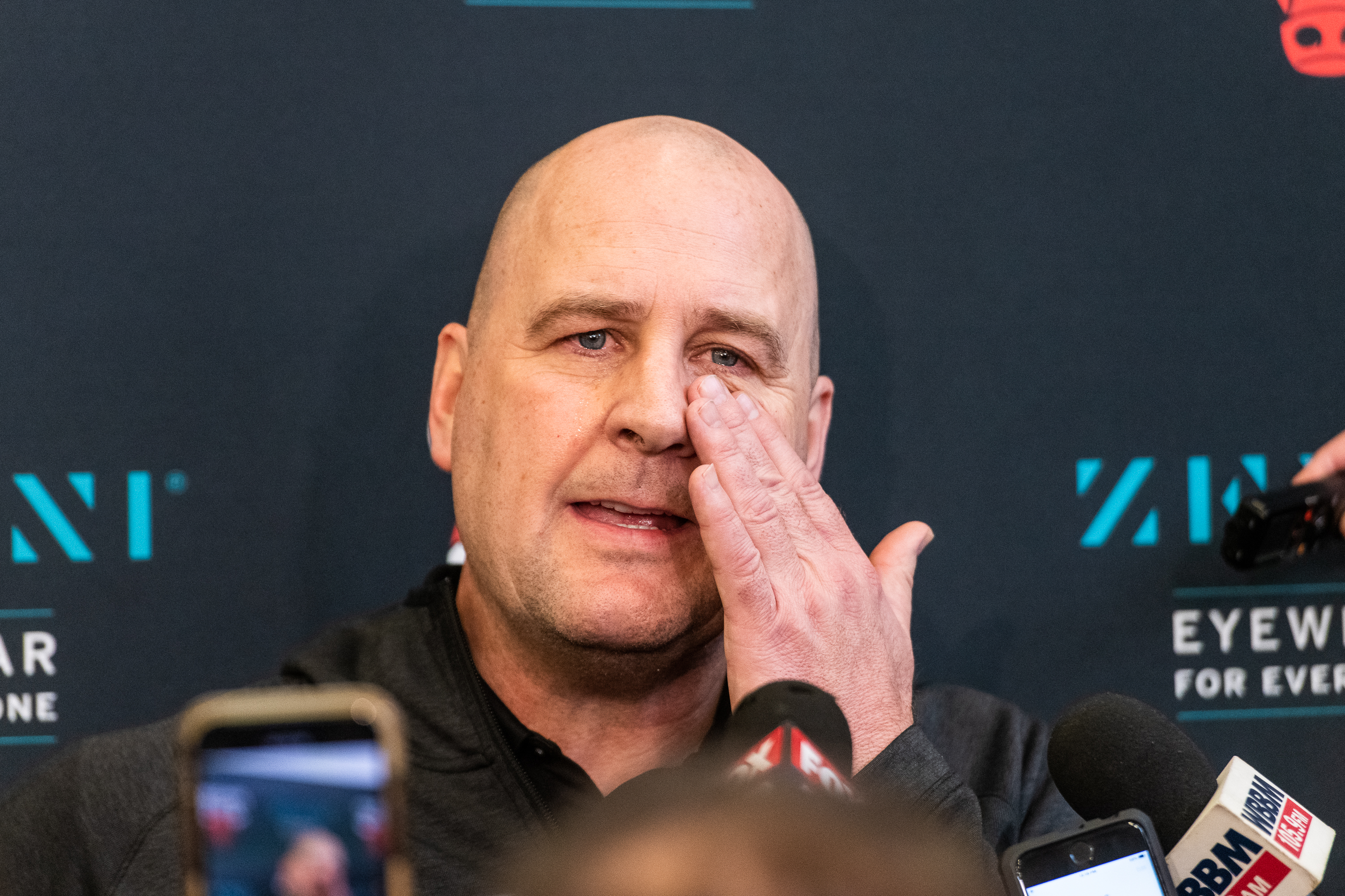Bulls coach Jim Boylen breaks down while giving his reaction to the death of Kobe Bryant and his daughter.