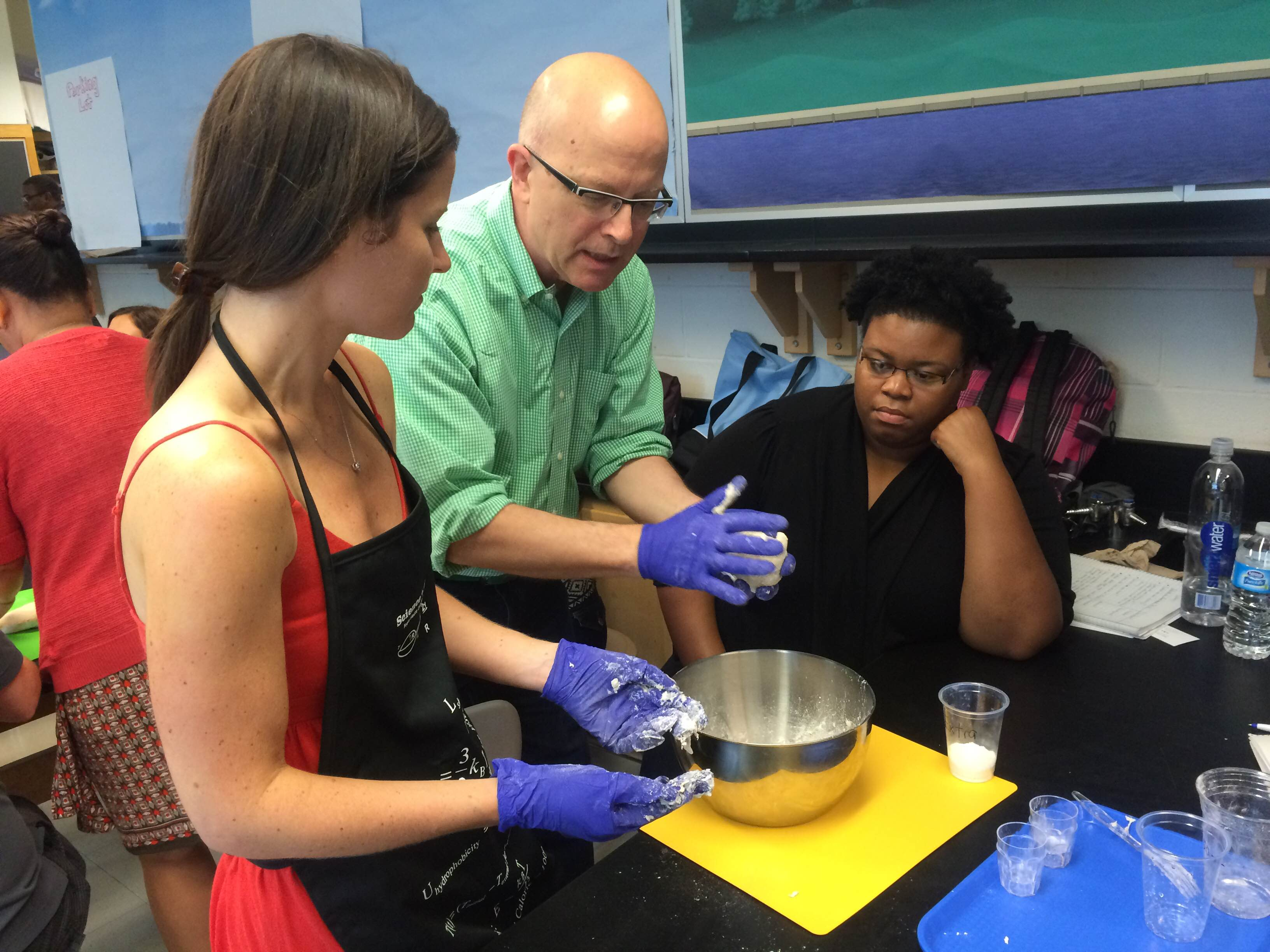 Former White House pastry chef Bill Yosses shows teachers how to make yeast.