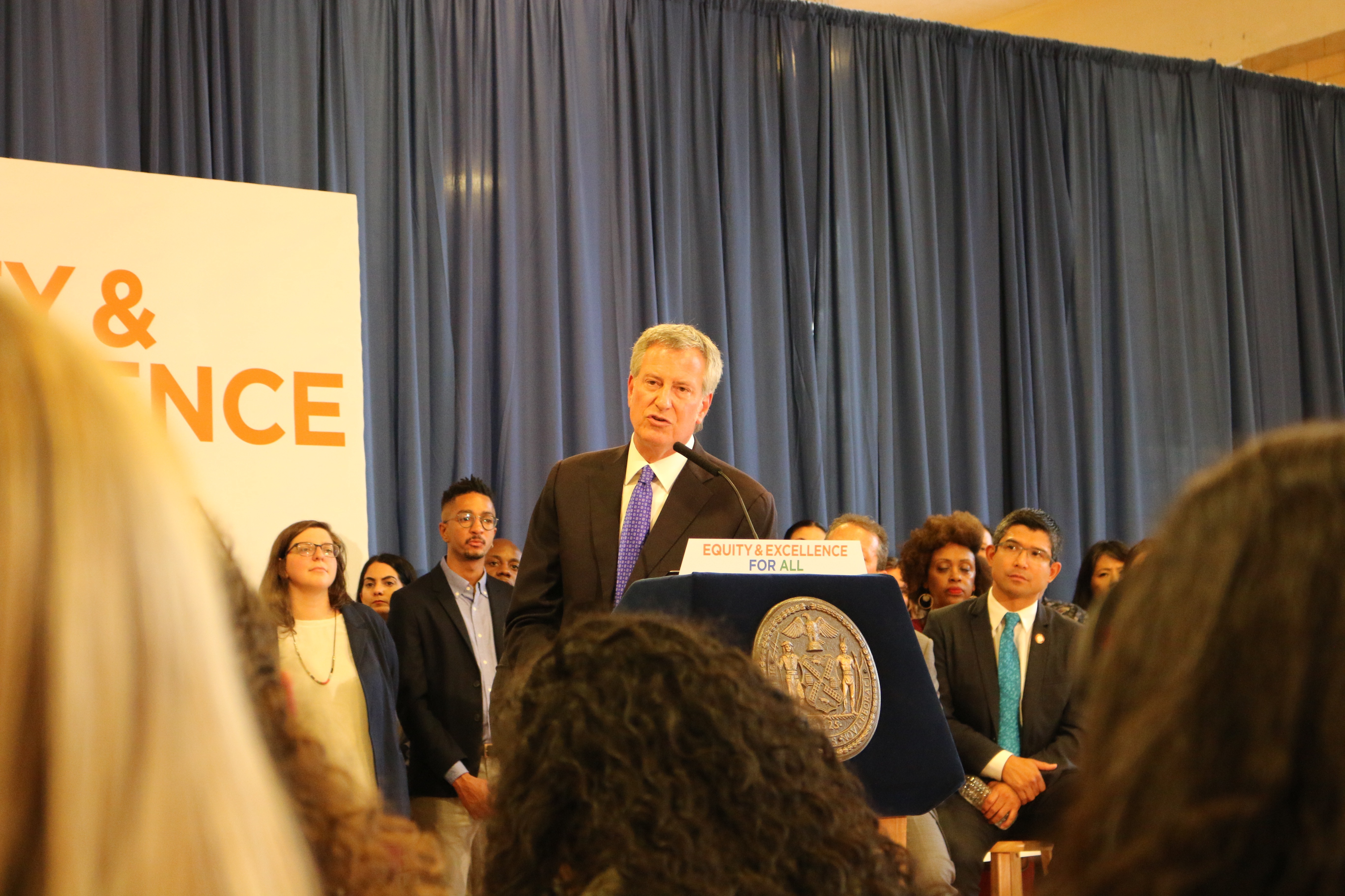At a September 2018 press conference at M.S. 51 in Park Slope, Mayor Bill de Blasio and schools Chancellor Richard Carranza approved an integration plan for District 15 middle schools.