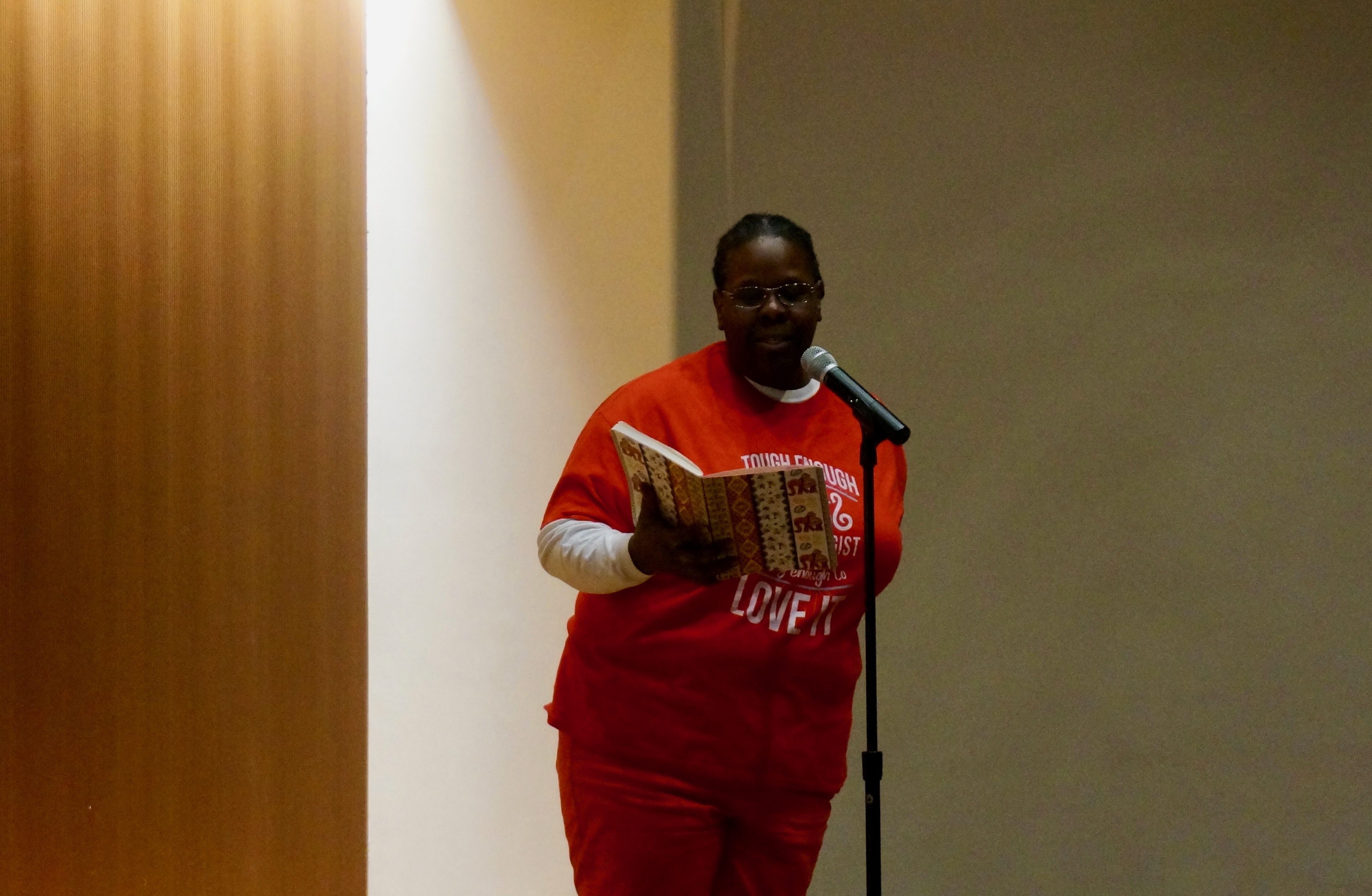 Anita Saunders, an Indianapolis Public Schools psychologist, talks about her first classroom salary at a Chalkbeat story slam in March.