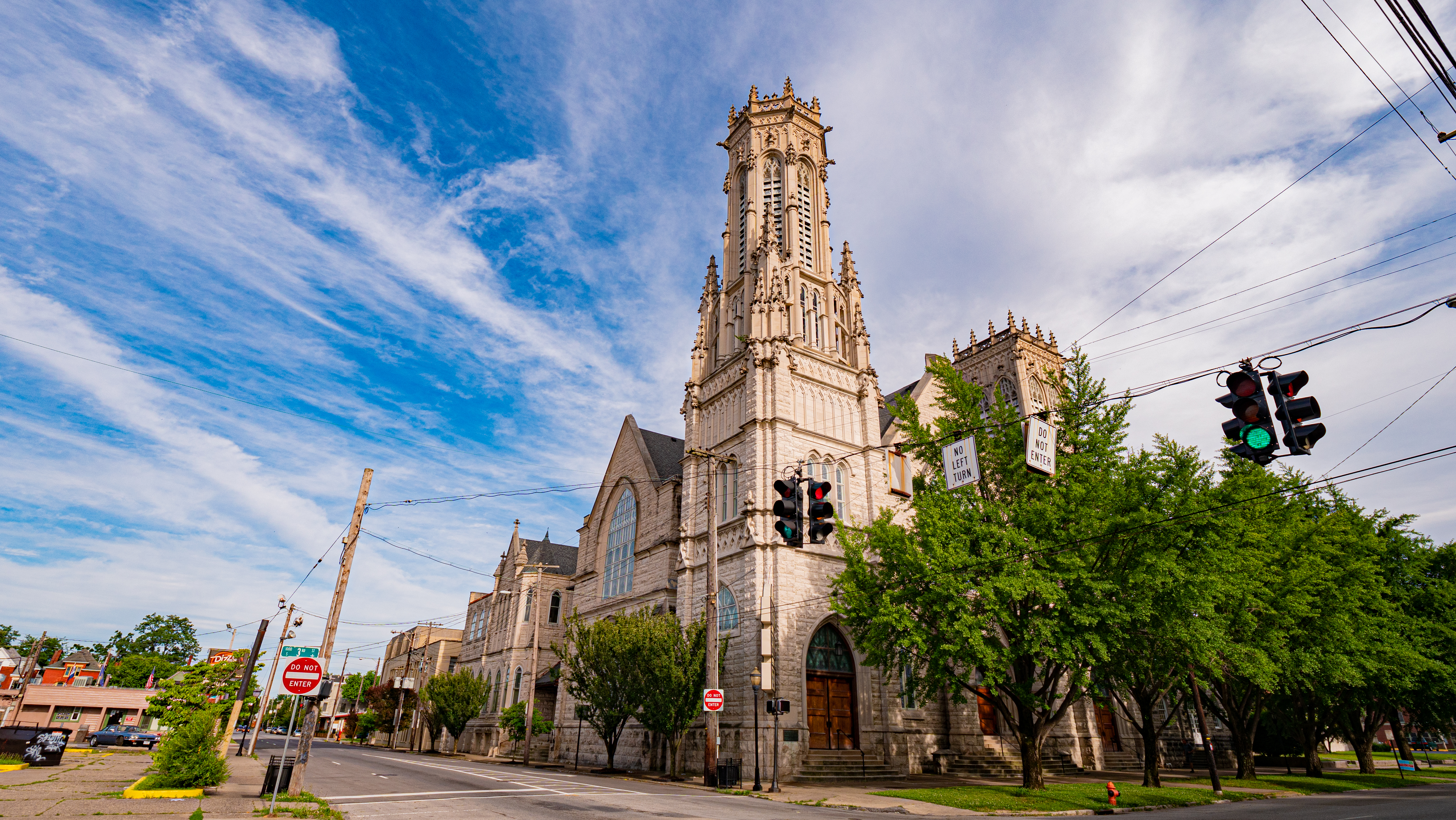 A photo of the exterior of Walnut Street Baptist Church in Louisville.