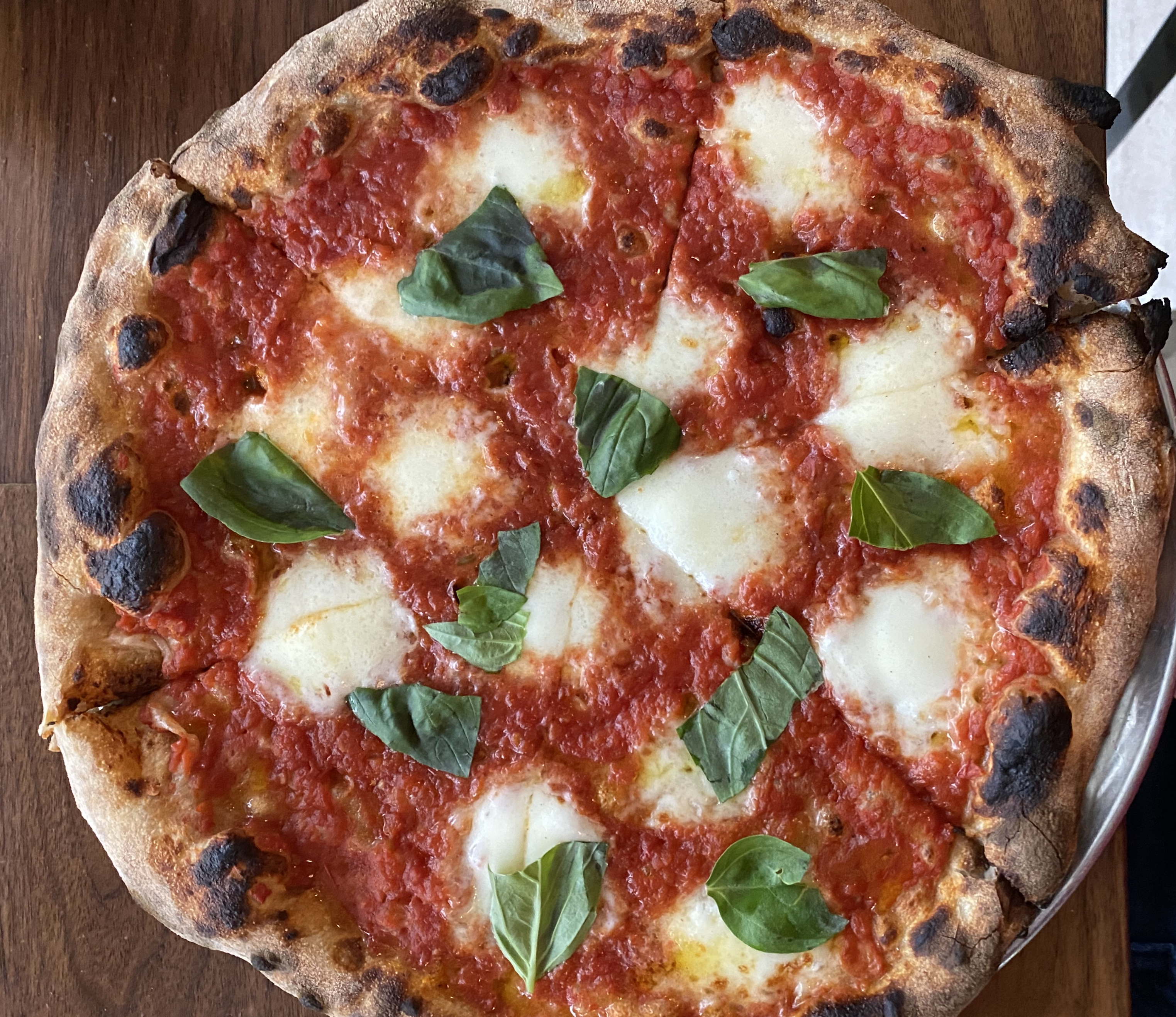 The margherita pizza at Leo