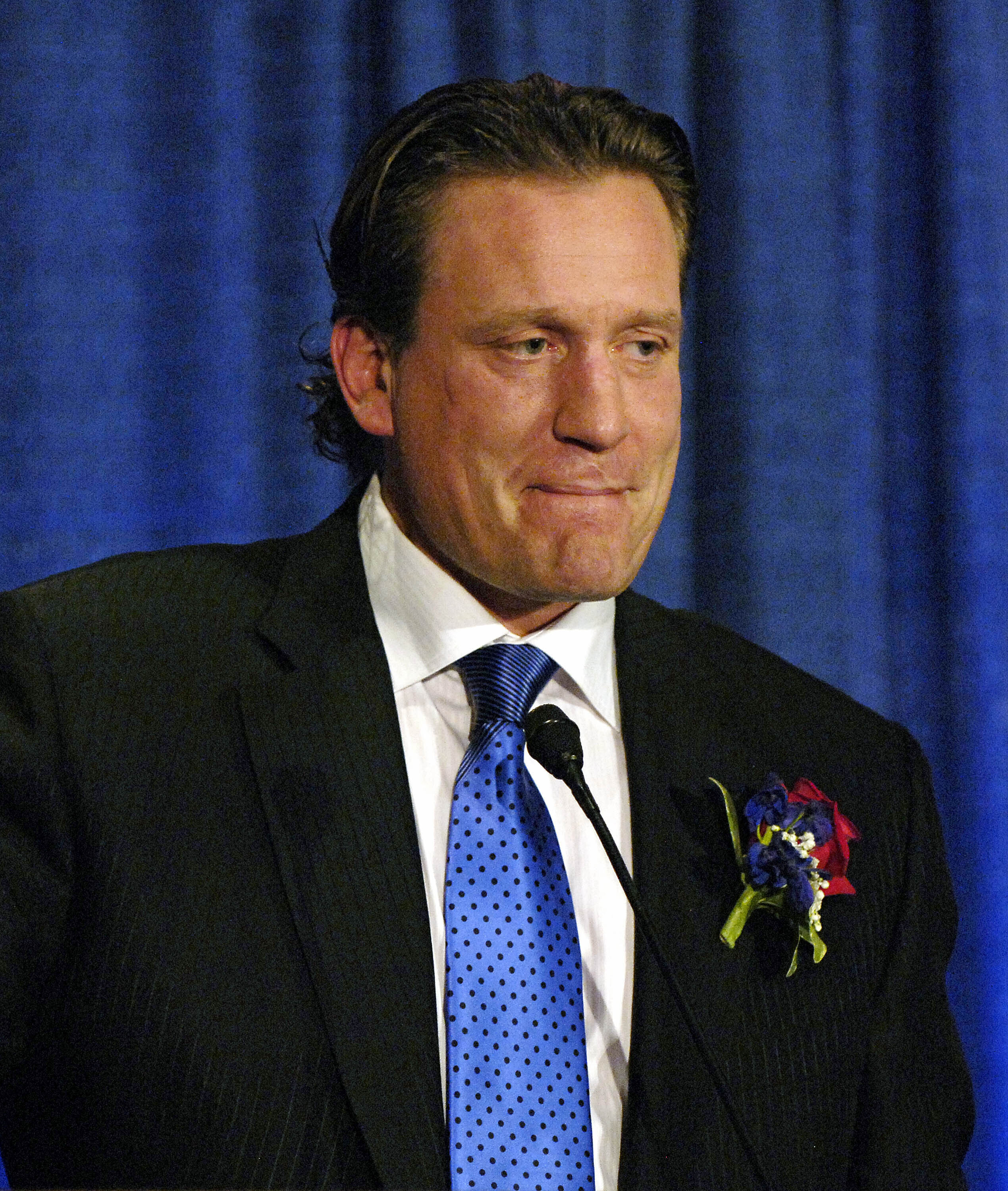 President Trump praised former NHL player and broadcaster Jeremy Roenick at a Phoenix rally on Wednesday.