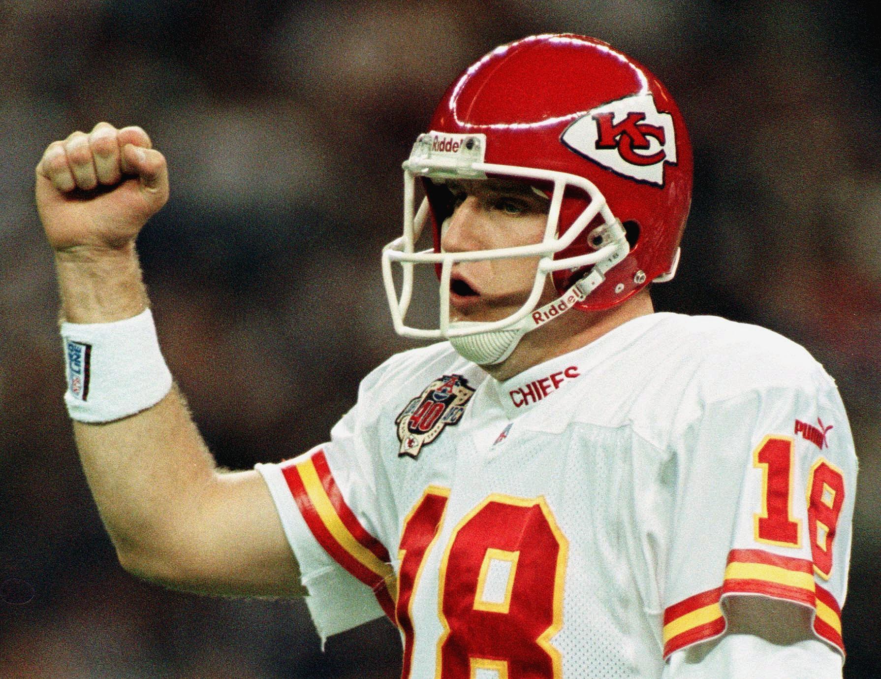 Kansas City Chief quarterback Elvis Grbac celebrat