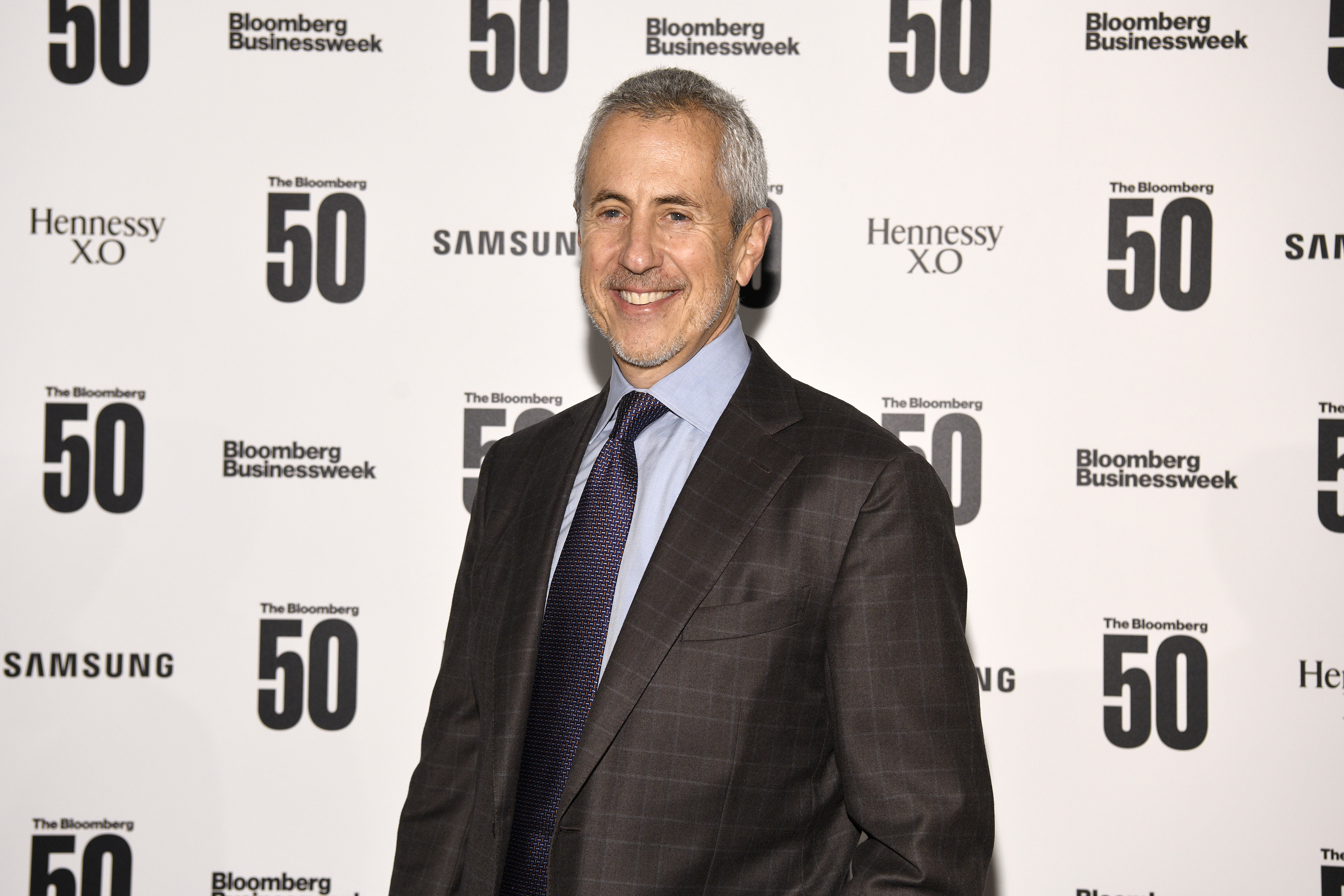 The restaurateur Danny Meyer poses for cameras on a red carpet