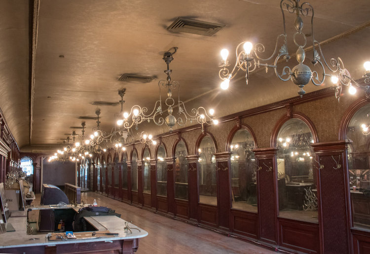Chandeliers and mirrored walls inside Gage & Tollner