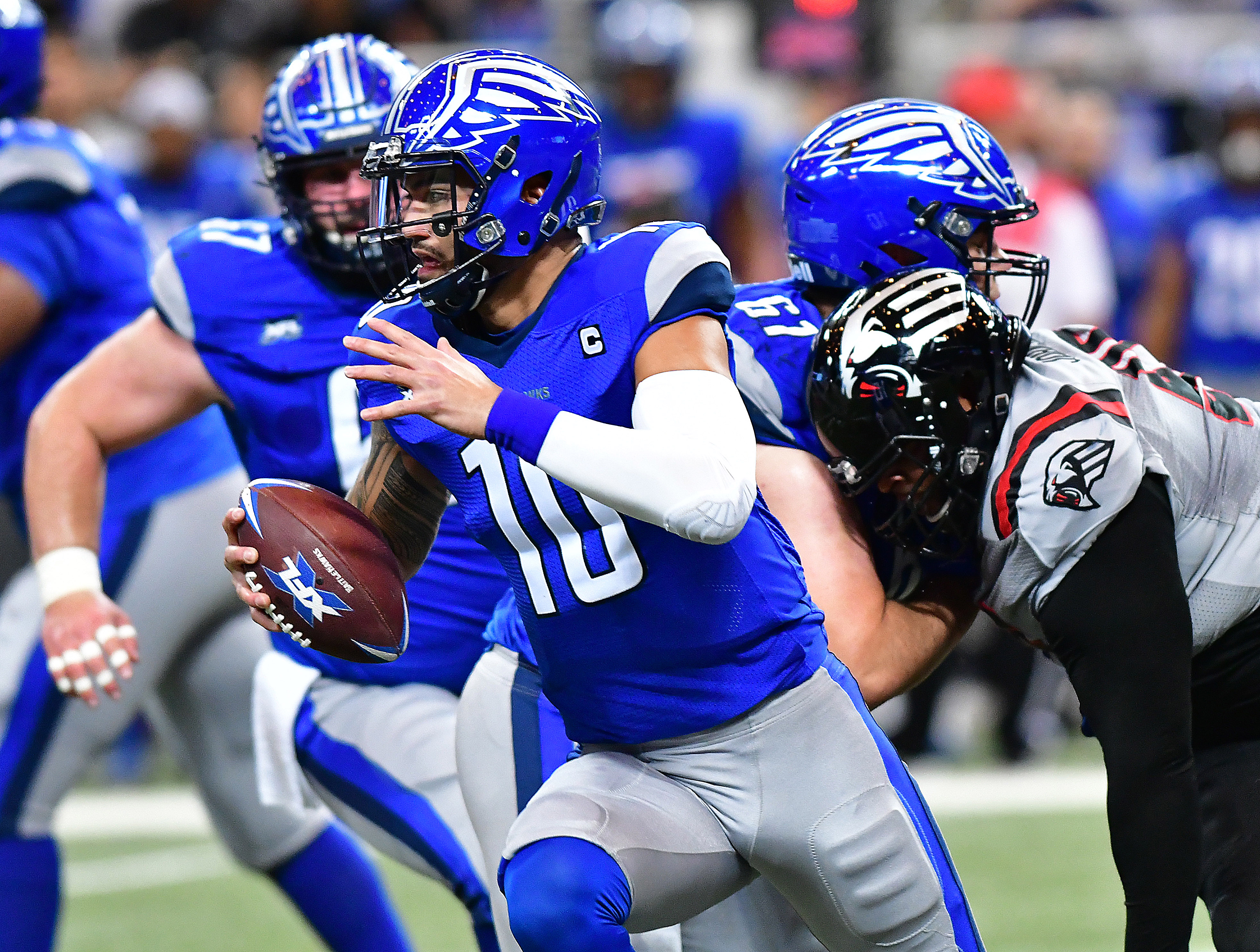 St. Louis BattleHawks quarterback Jordan Ta'amu running with the ball against the New York Guardians.