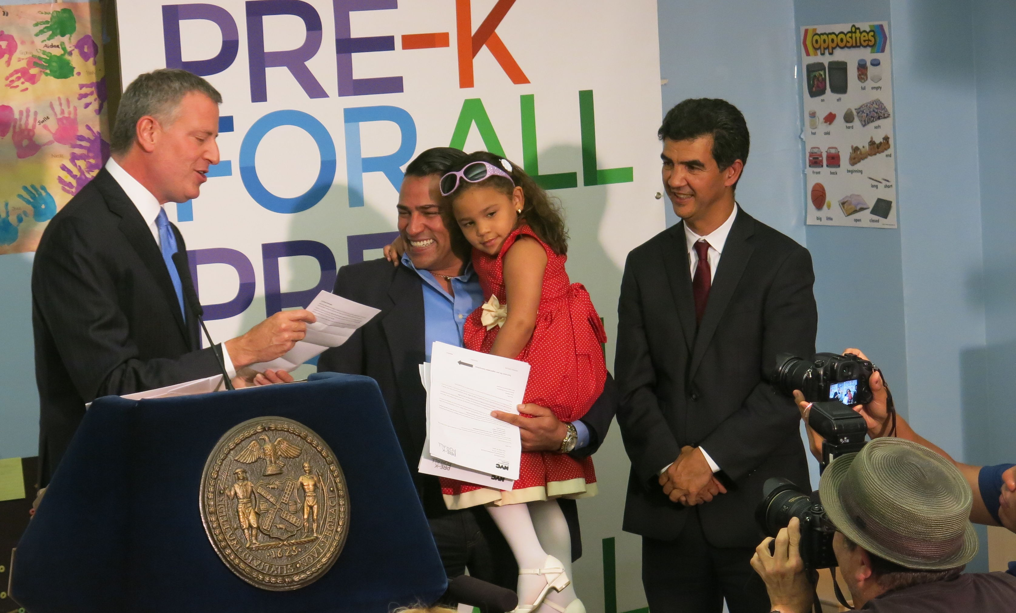 Mayor Bill de Blasio presented Olivio Capellan and his four children with pre-K offer letters.