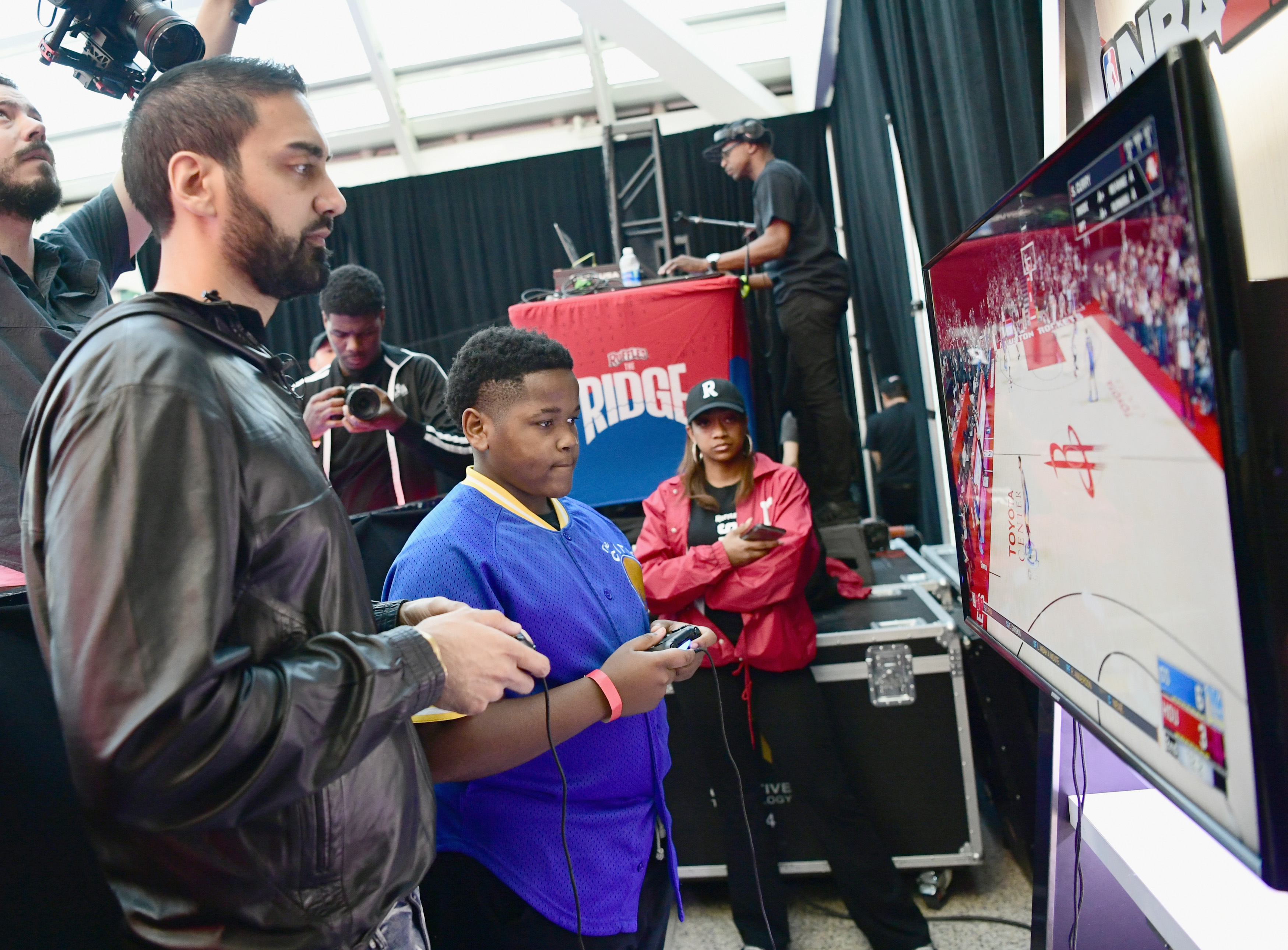 """Ruffles, the Official Chip of the NBA, and Presenting Partner of the NBA Celebrity All-Star Game unveils """"THE RIDGE"""" 4-Point During NBA All-Star Weekend"""
