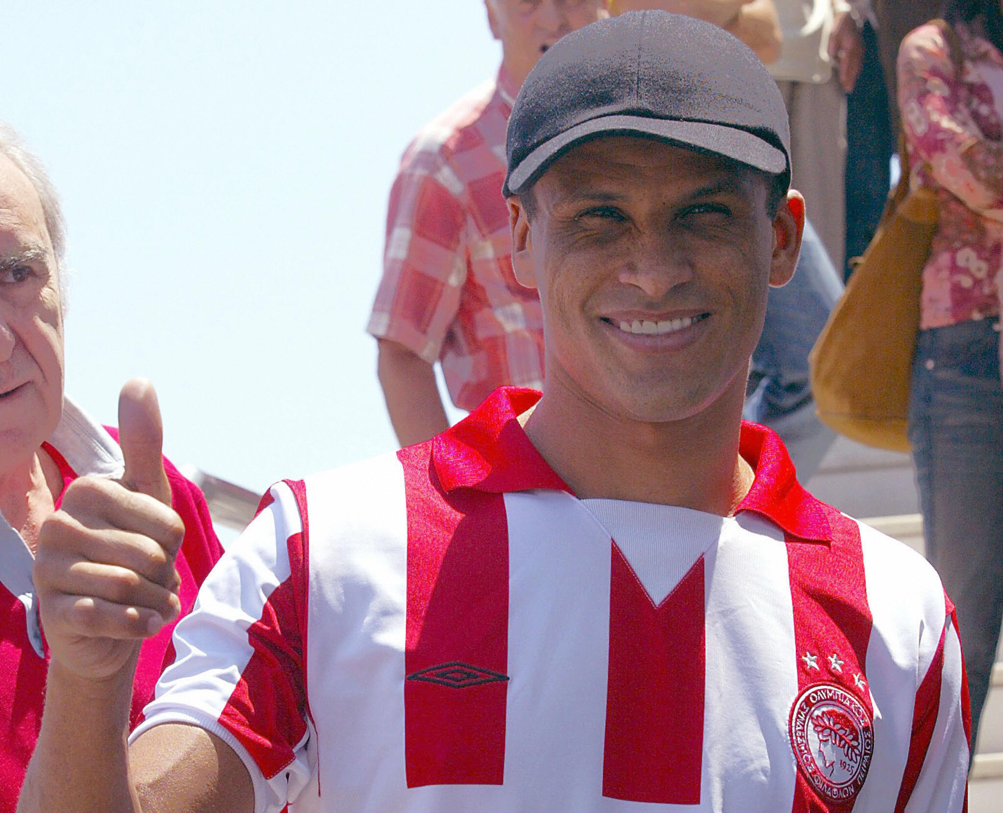 Brazilian player Rivaldo thumbs-up to su
