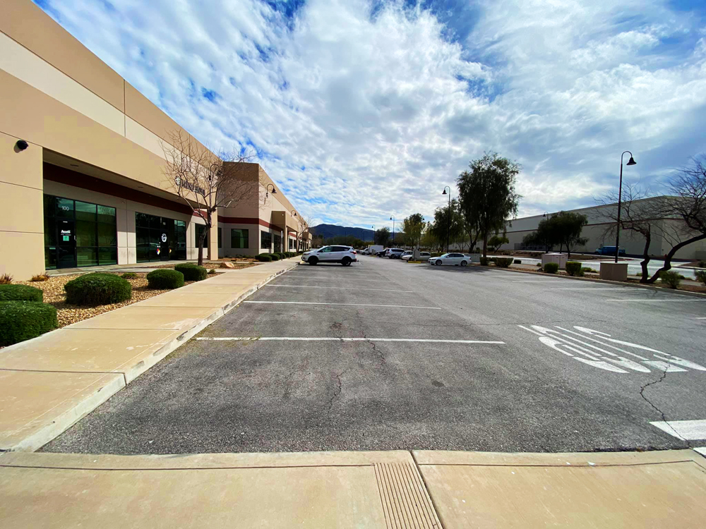 """The empty """"Booze District"""" in Henderson, awaiting customers for curbside pick up."""