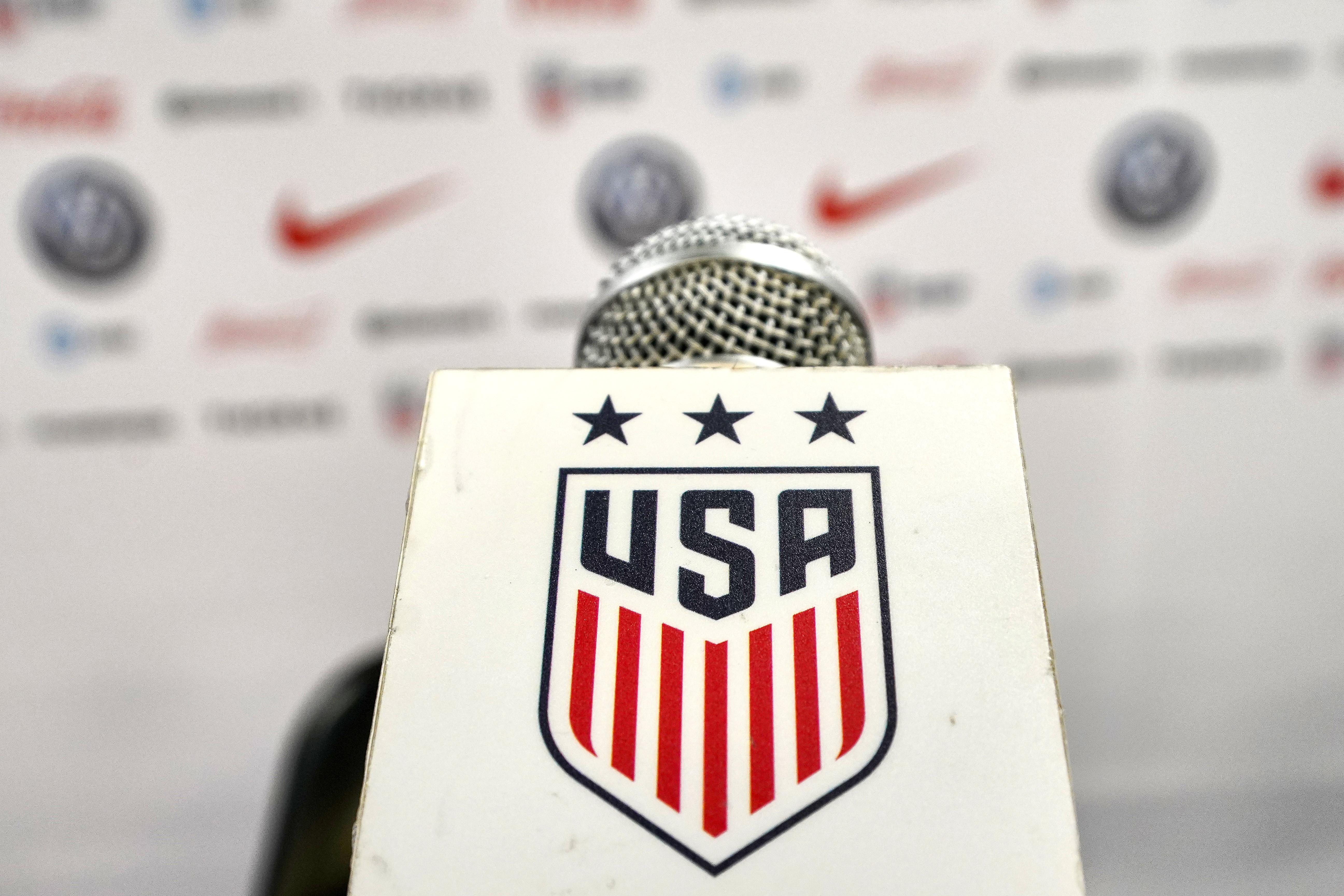 足球:4月4日澳大利亚对美国