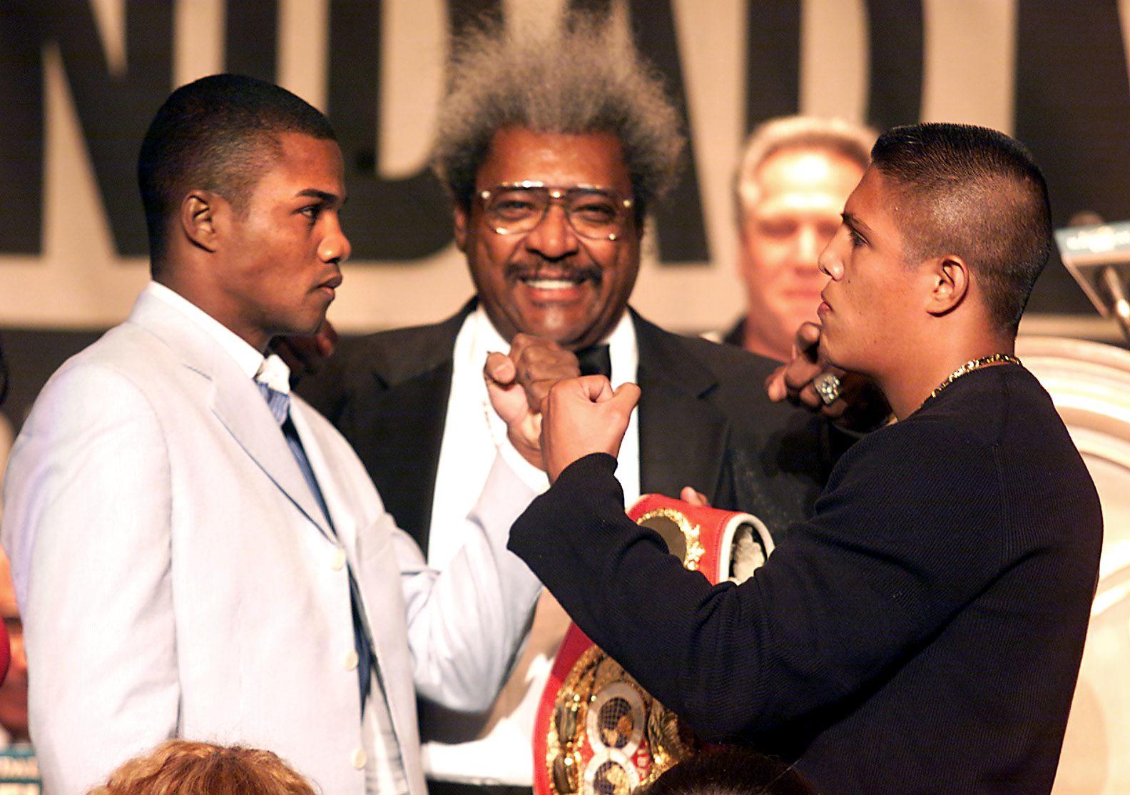 WBA Super Welterweight champion Felix Trinidad (L)