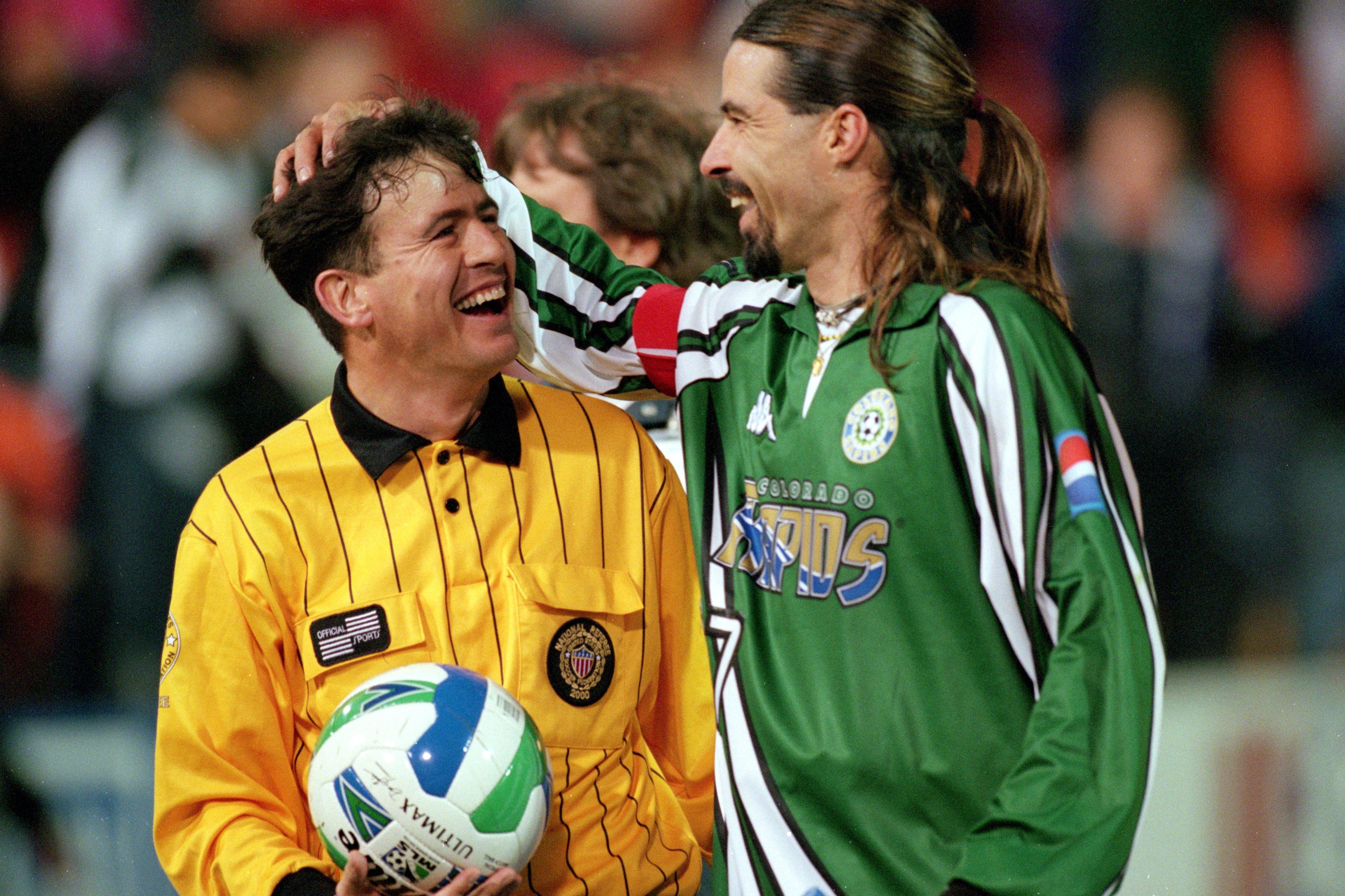 Referee Noel Kenny/Marcelo Balboa #17