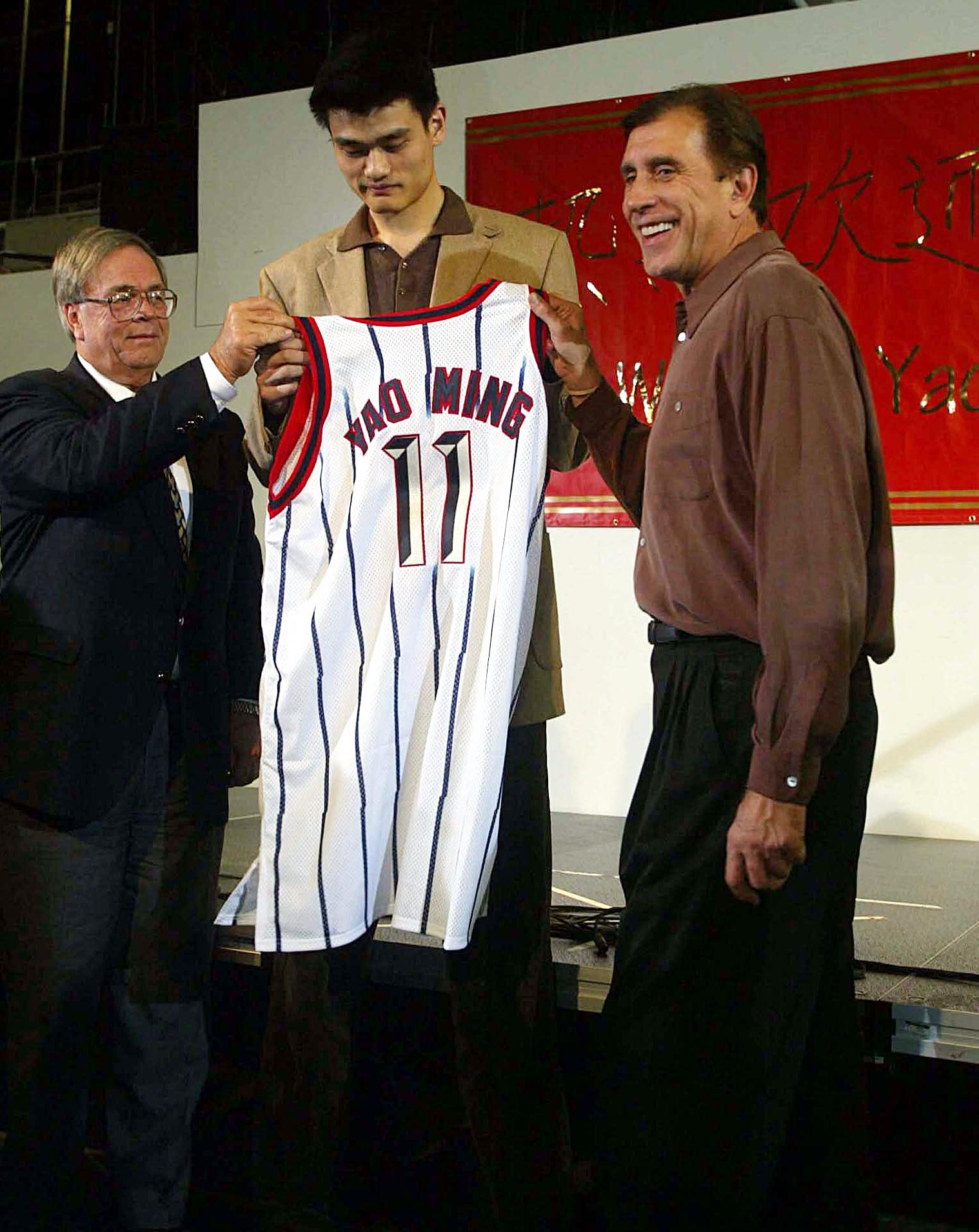 Yao Ming (C), the Houston Rockets' overall pick in