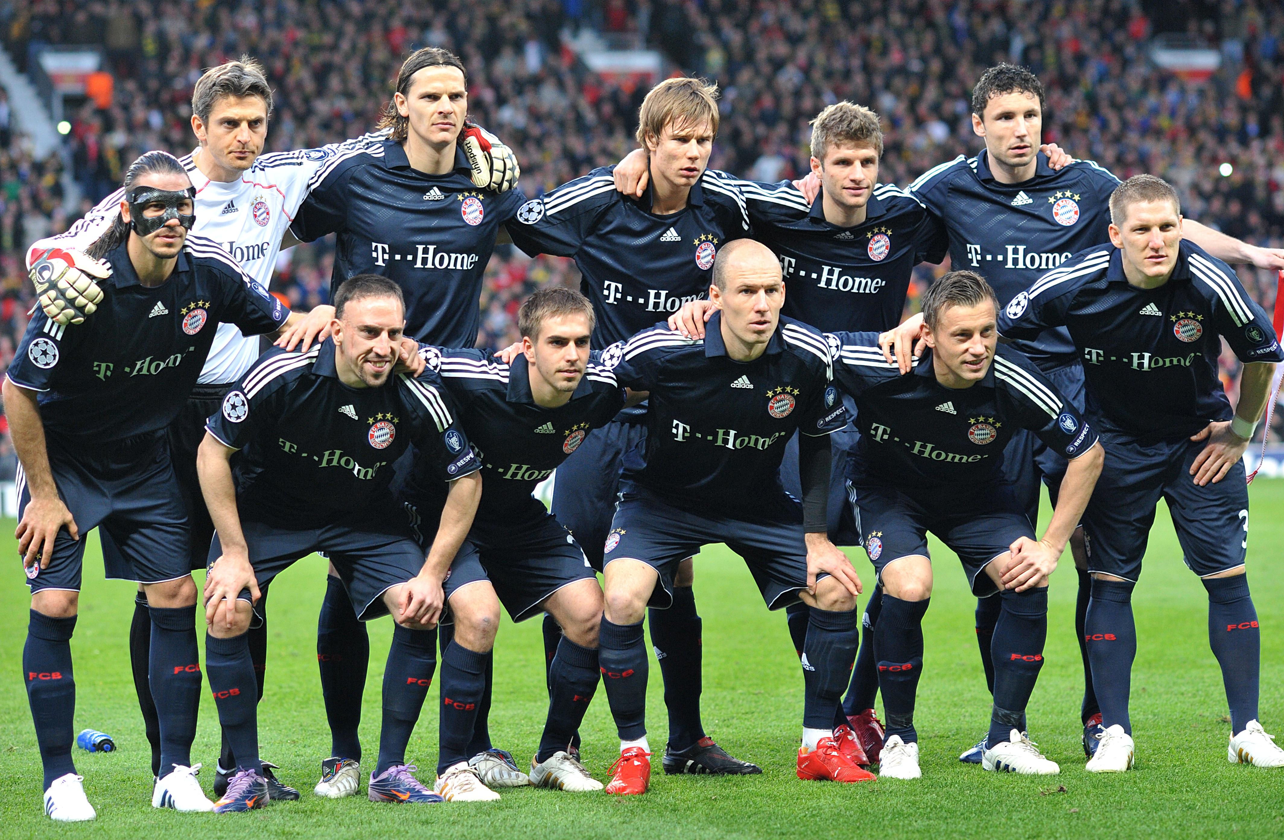 Soccer - UEFA Champions League - Quarter Final - Second Leg - Manchester United v Bayern Munich - Old Trafford
