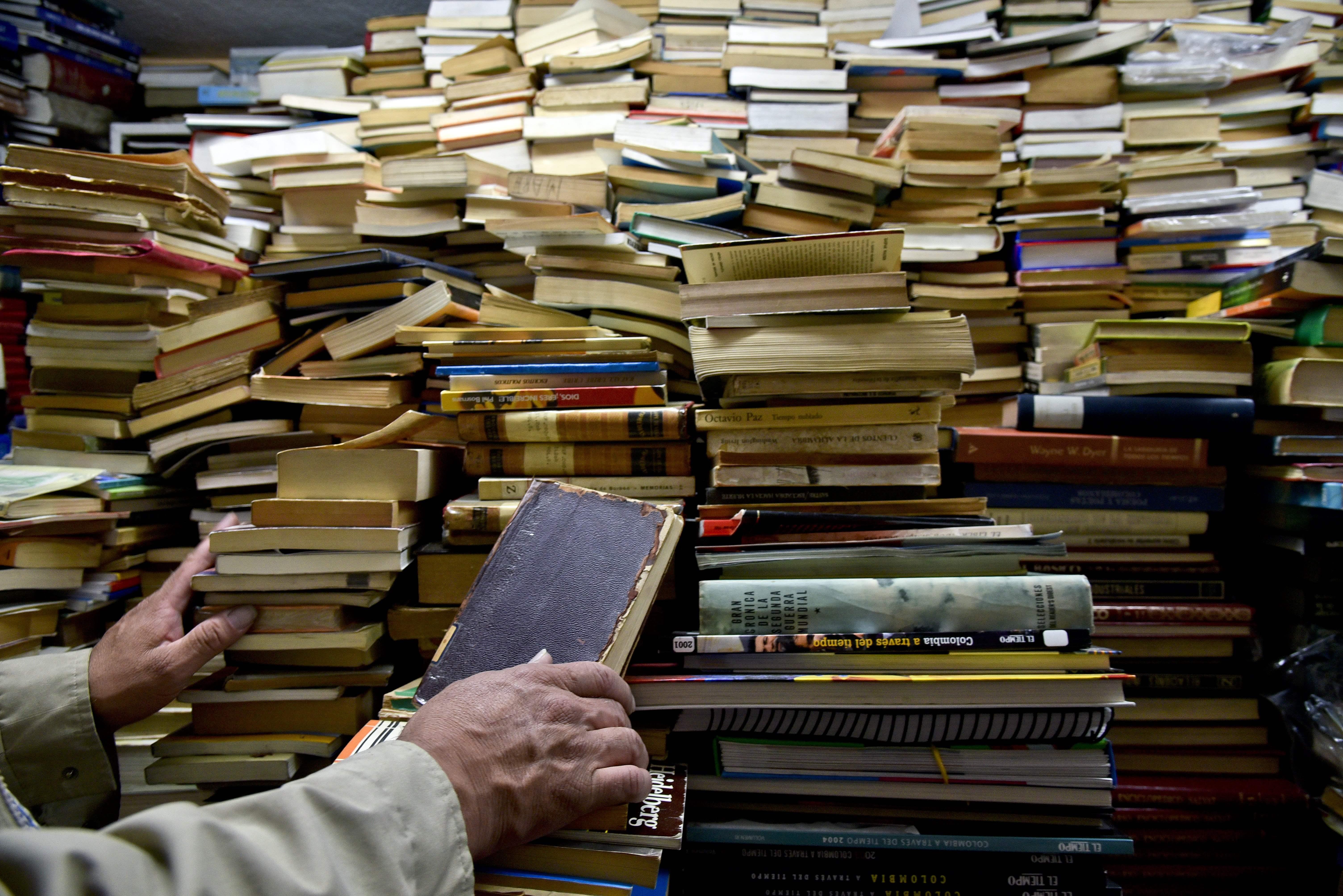 DOUNIAMAG-COLOMBIA-SOCIETY-BOOKS-RESCUER