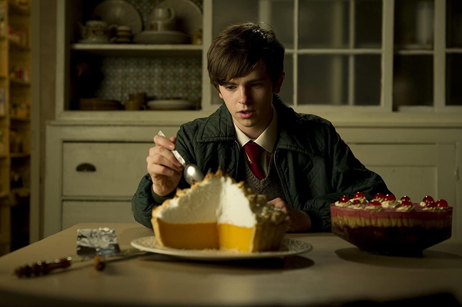 Freddie Highmore as Nigel Slater in Toast