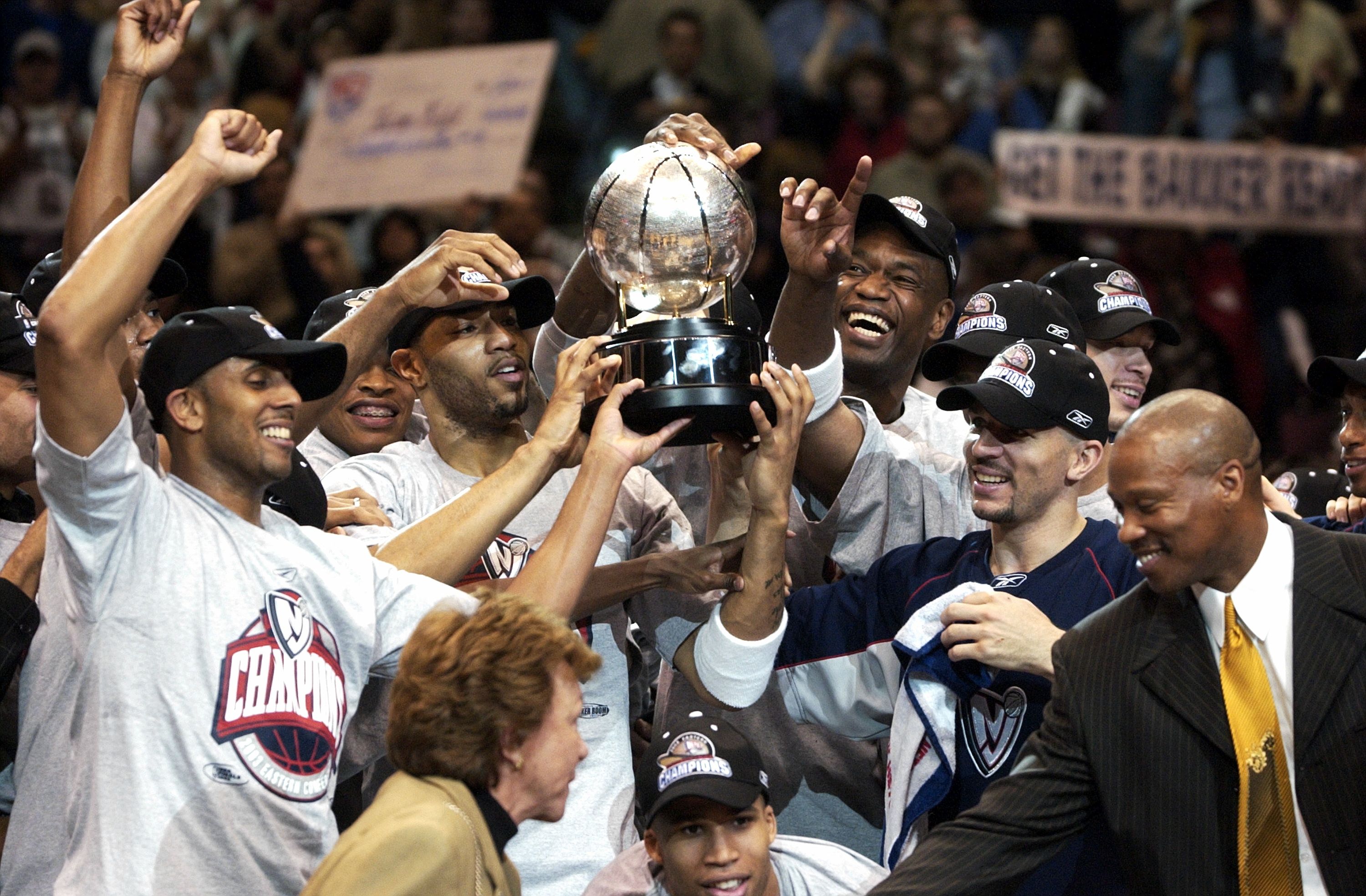 The New Jersey Nets, including (l. to r.) Kerry Kittles, Ken