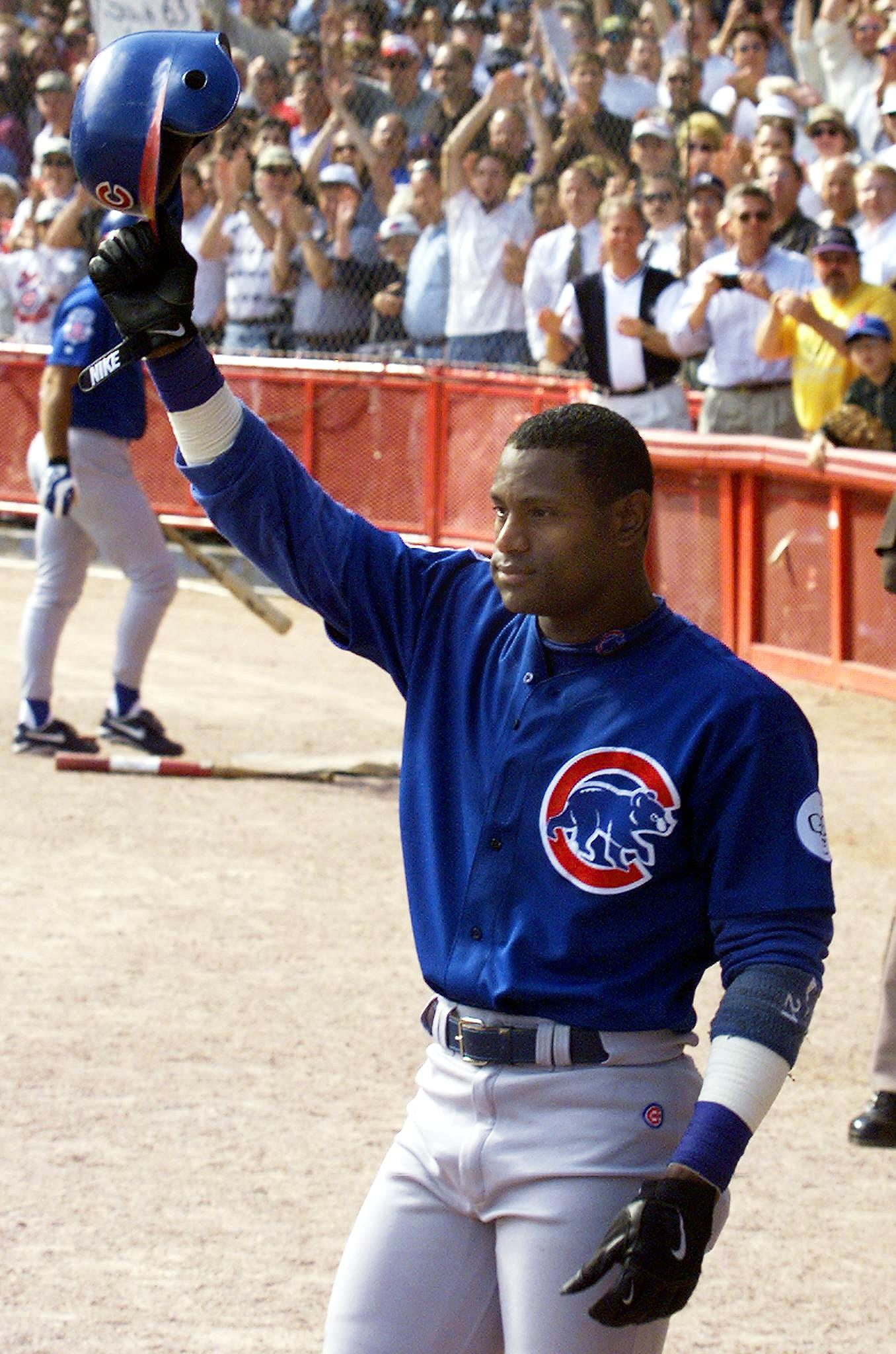 Sammy Sosa of the Chicago Cubs waves to the crowd