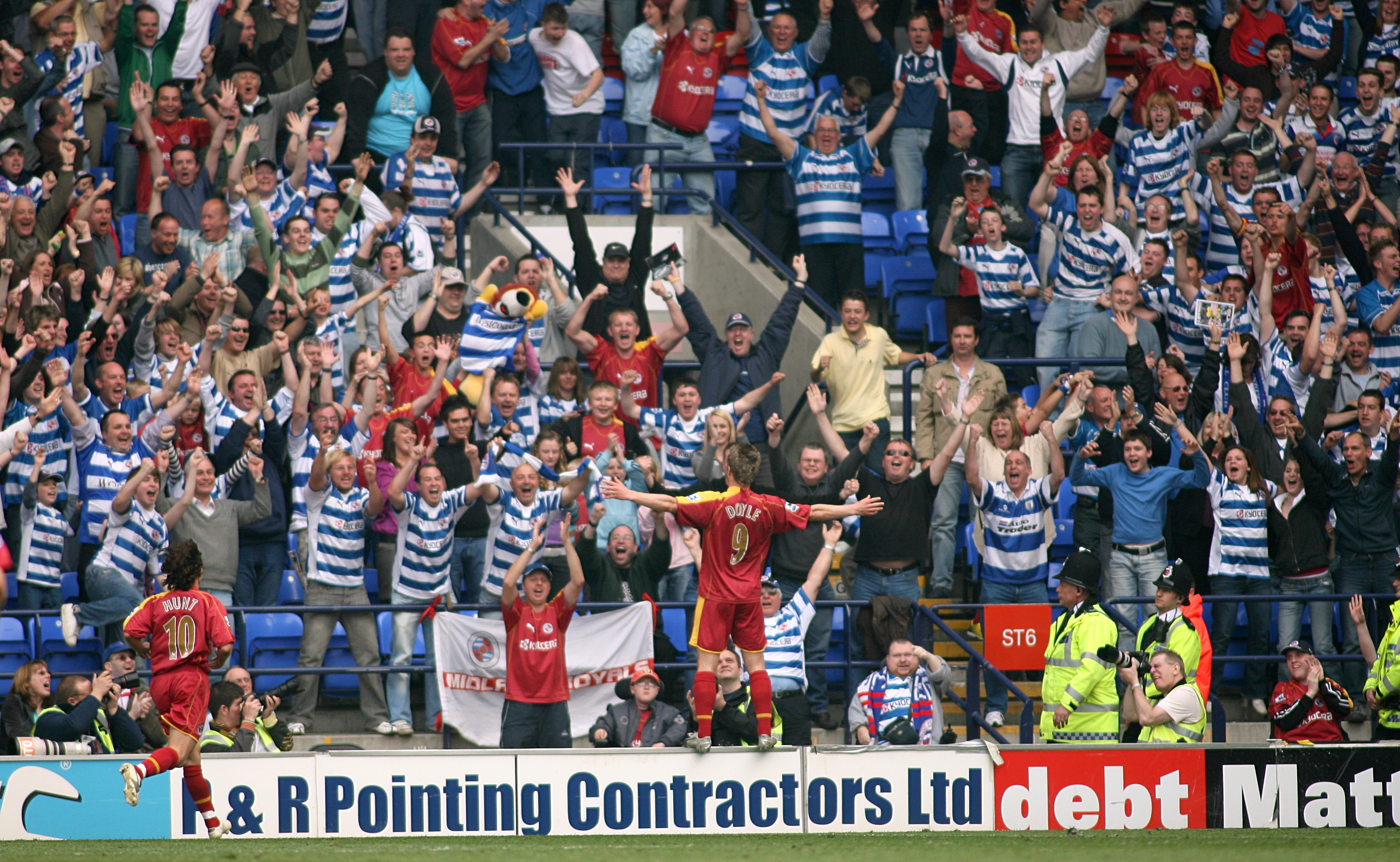 Soccer - FA Barclays Premiership - Bolton Wanderers v Reading - The Reebok Stadium