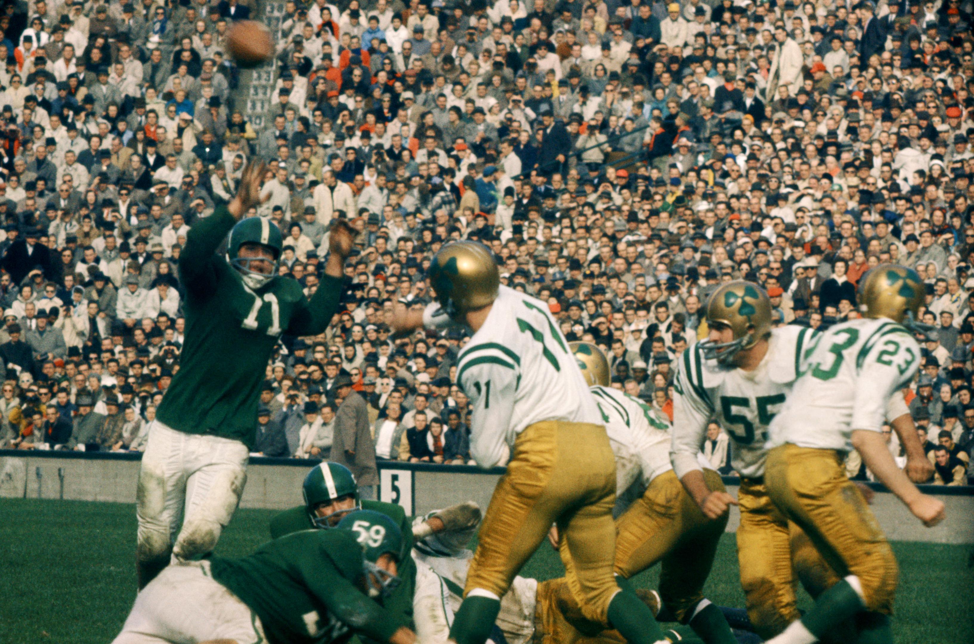 Notre Dame Fighting Irish v Michigan State Spartans