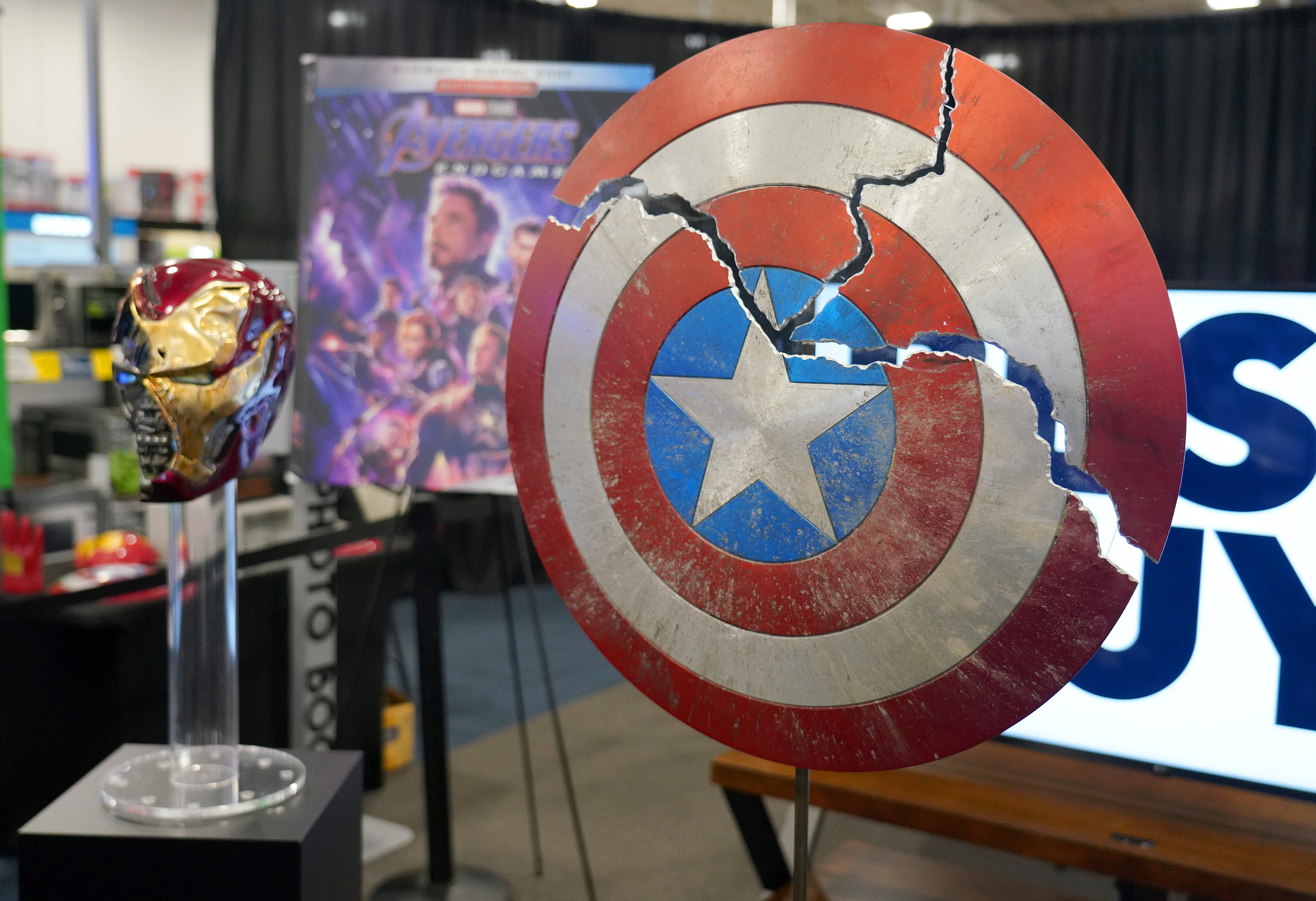 """Avengers Endgame """"We Love You 3,000"""" Fan Event At Best Buy In Miami With Victoria Alonso"""