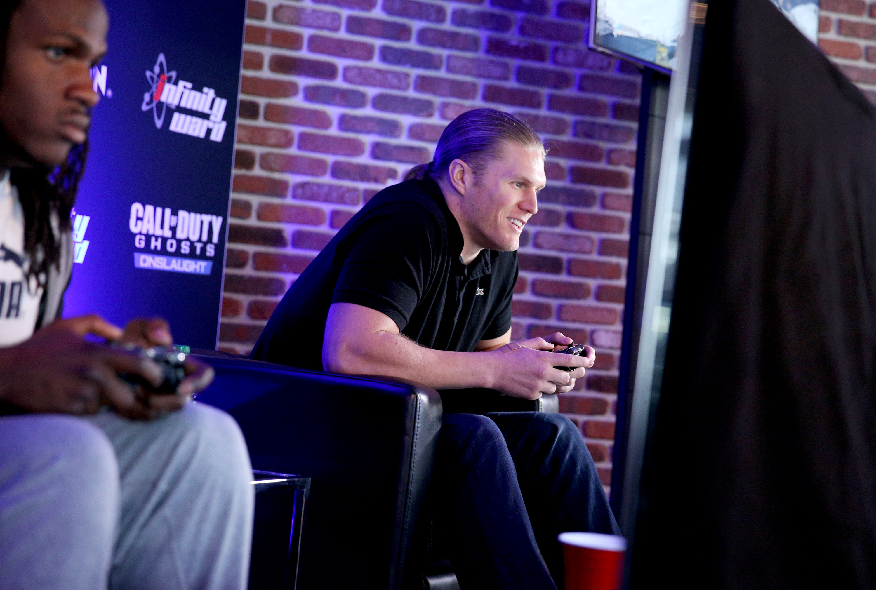All-Pro NFL Running Back Jamaal Charles Of The Kansas City Chiefs Goes Head-To-Head Against Linebacker Clay Matthews Of The Green Bay Packers For The Call of Duty: Ghosts Celebrity Grudge Match On Xbox One To Celebrate The Launch Of Onslaught DLC