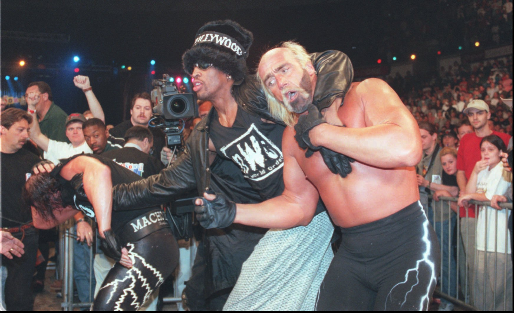 Hanging out with Hulk Hogan was one of Dennis Rodman's favorite pastimes.