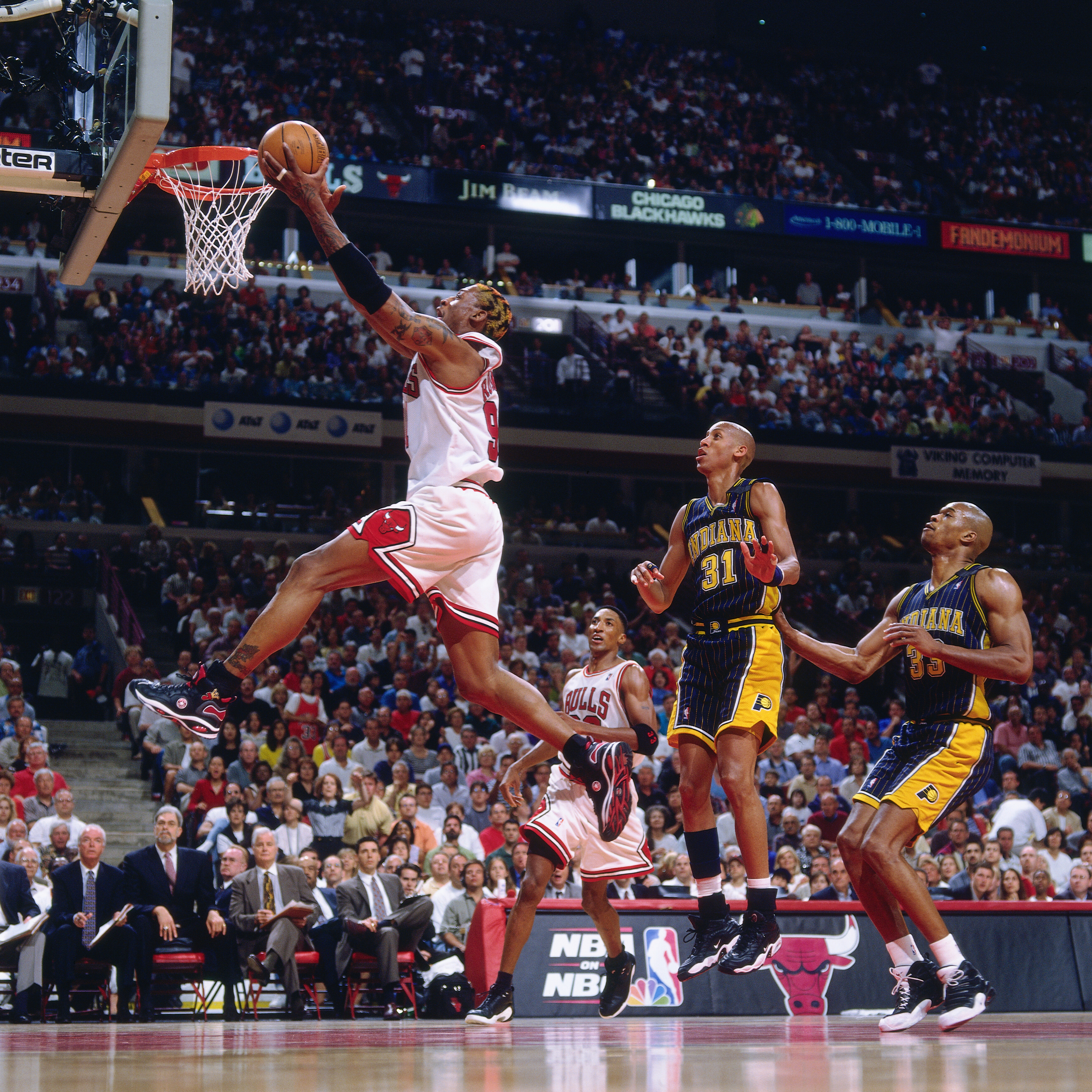 Dennis Rodman hits a layup against the Pacers.