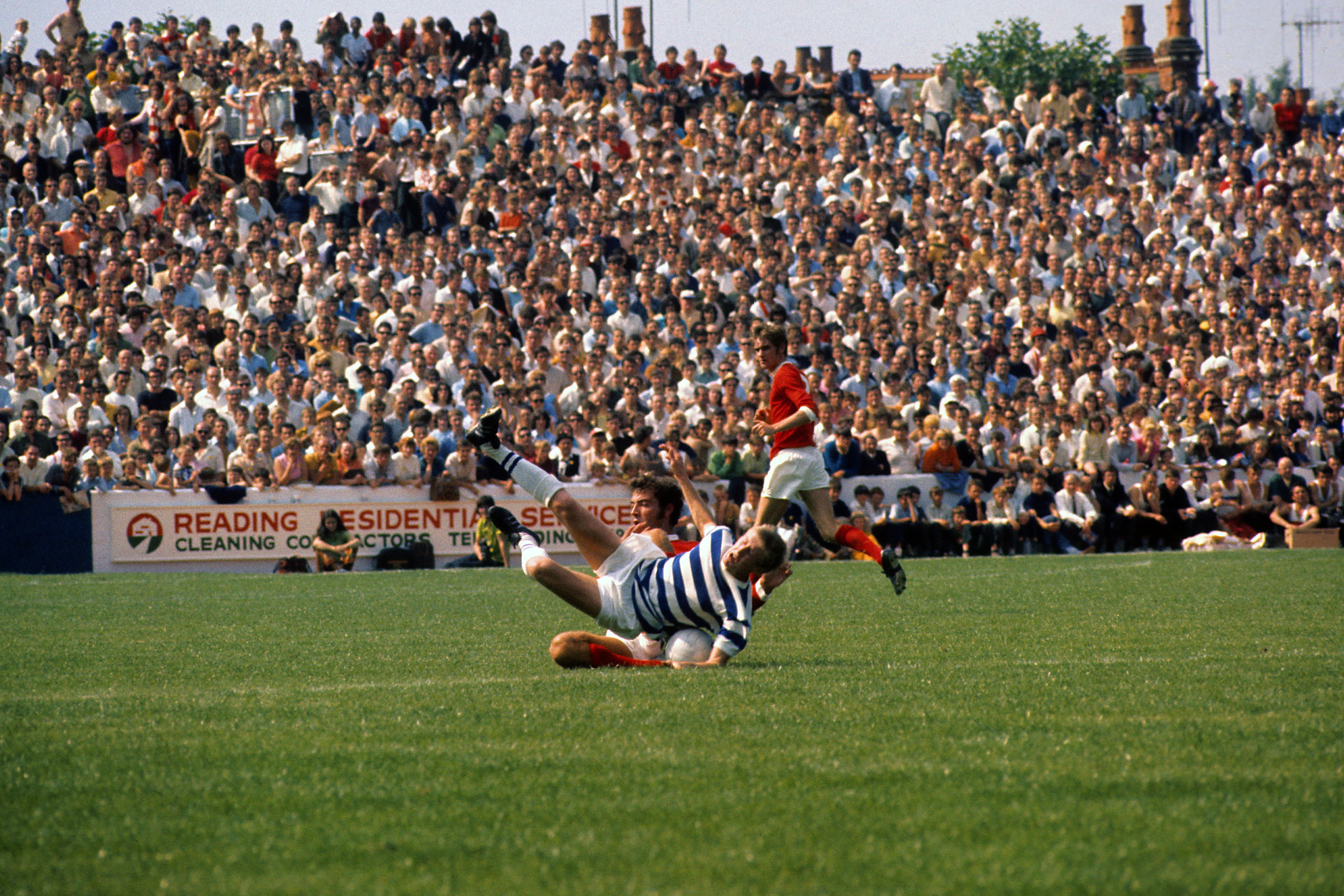 Soccer - 1970 Watney Cup - First Round - Reading v Manchester United - Elm Park