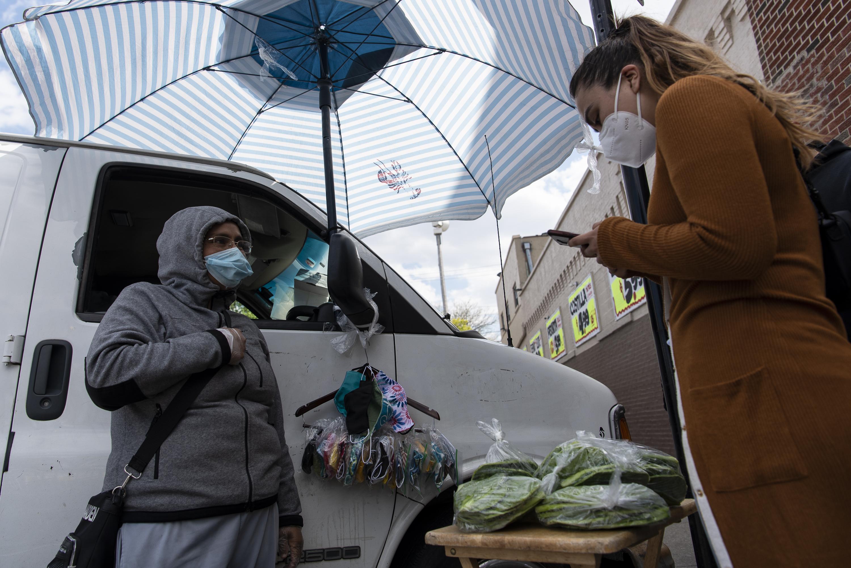Increase the Peace, un grupo contra la violencia, recaudó cerca de $30,000 para los vendedores ambulantes de Chicago.