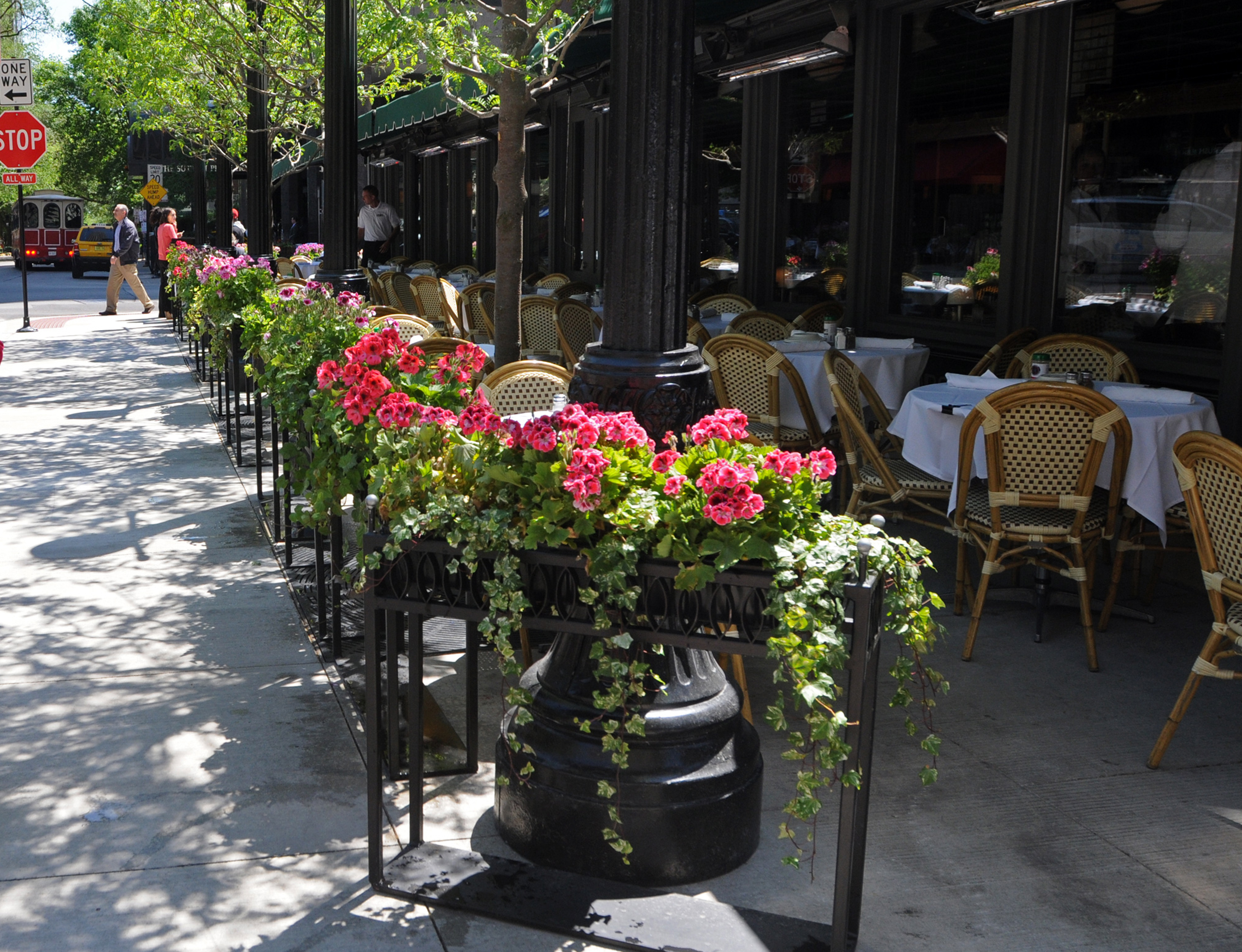An outdoor seating area at a Chicago restaurant.