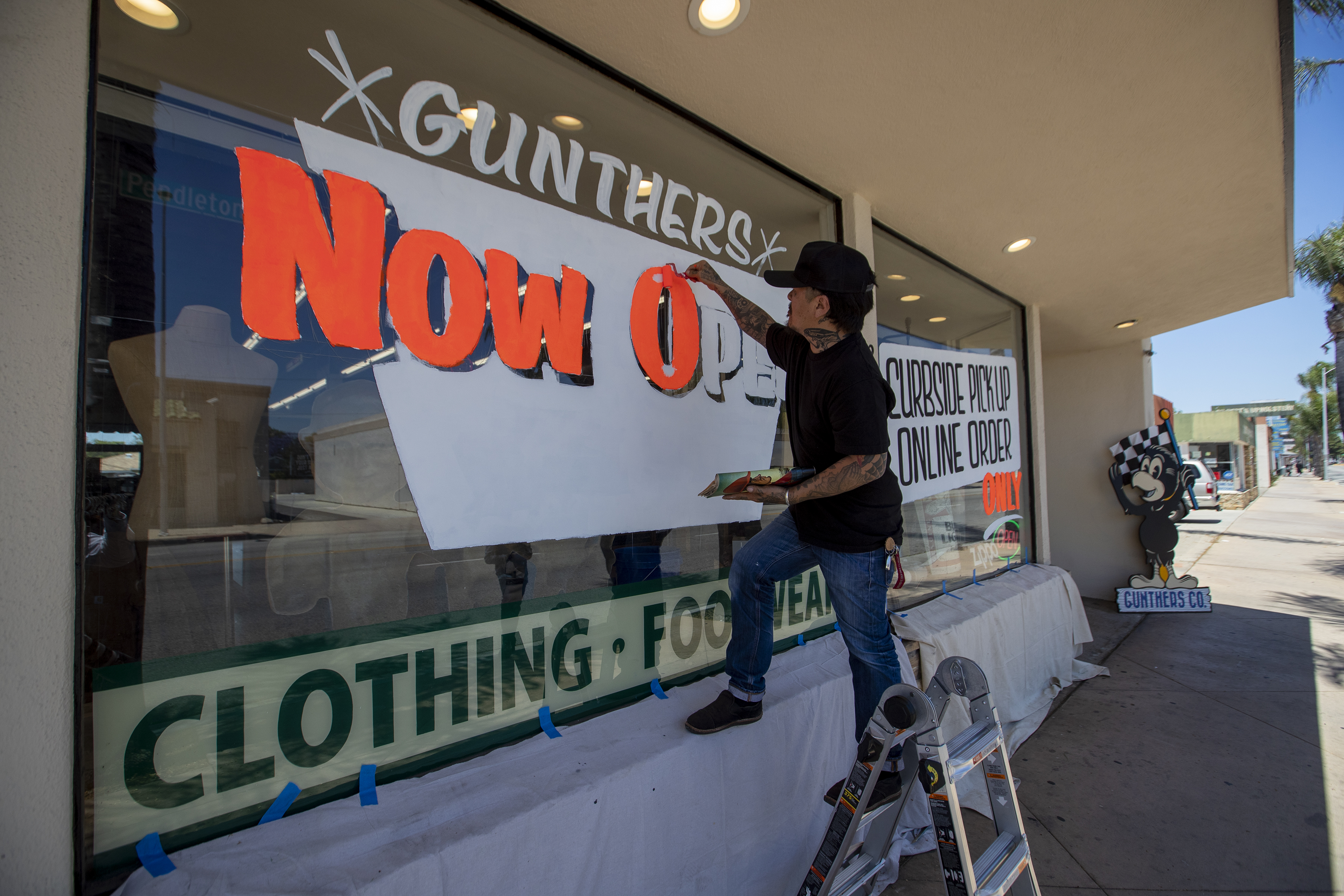 Painting window signa at Gunthers