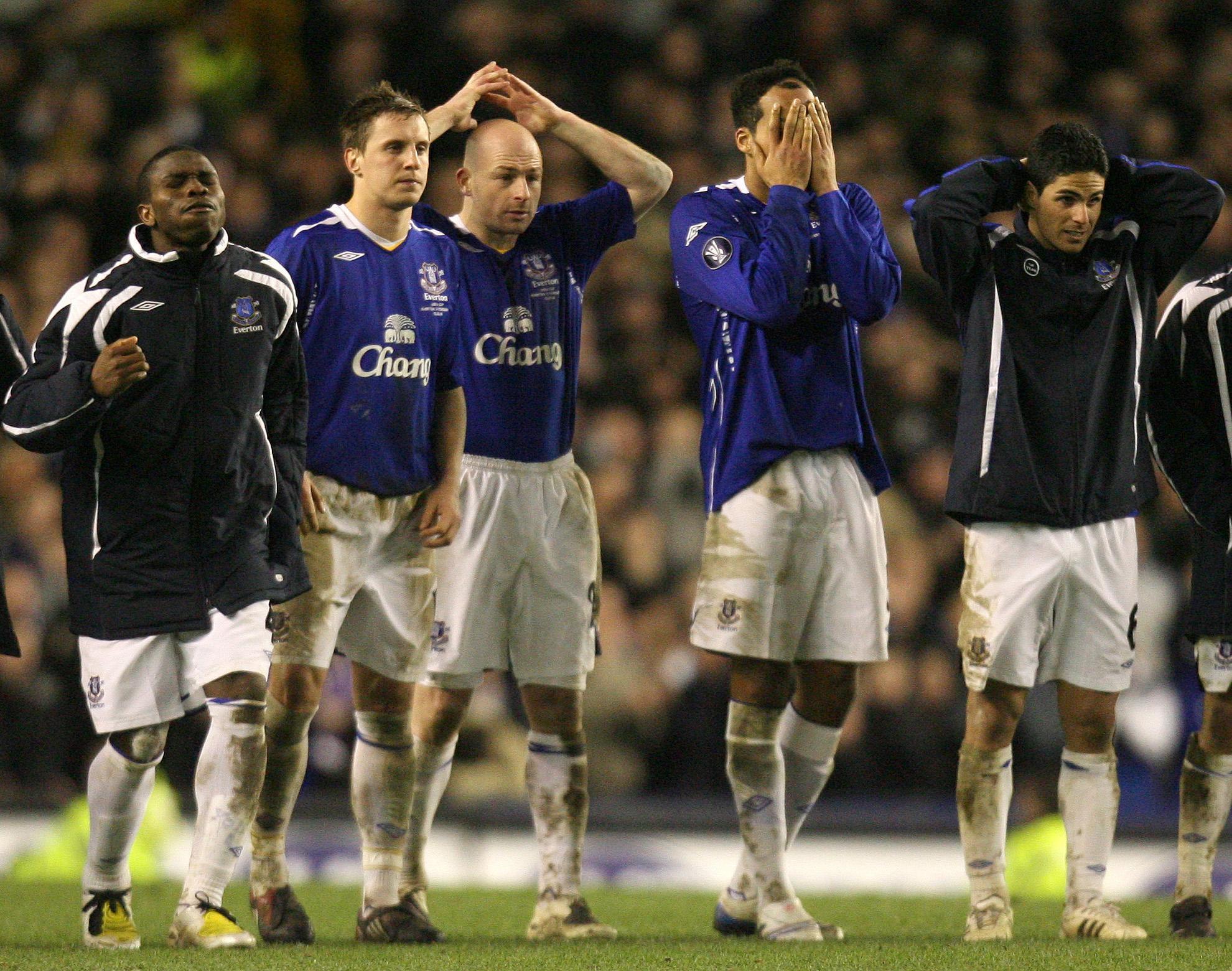 Soccer - UEFA Cup - Round Of 16 - Second Leg - Everton v Fiorentina - Goodison Park