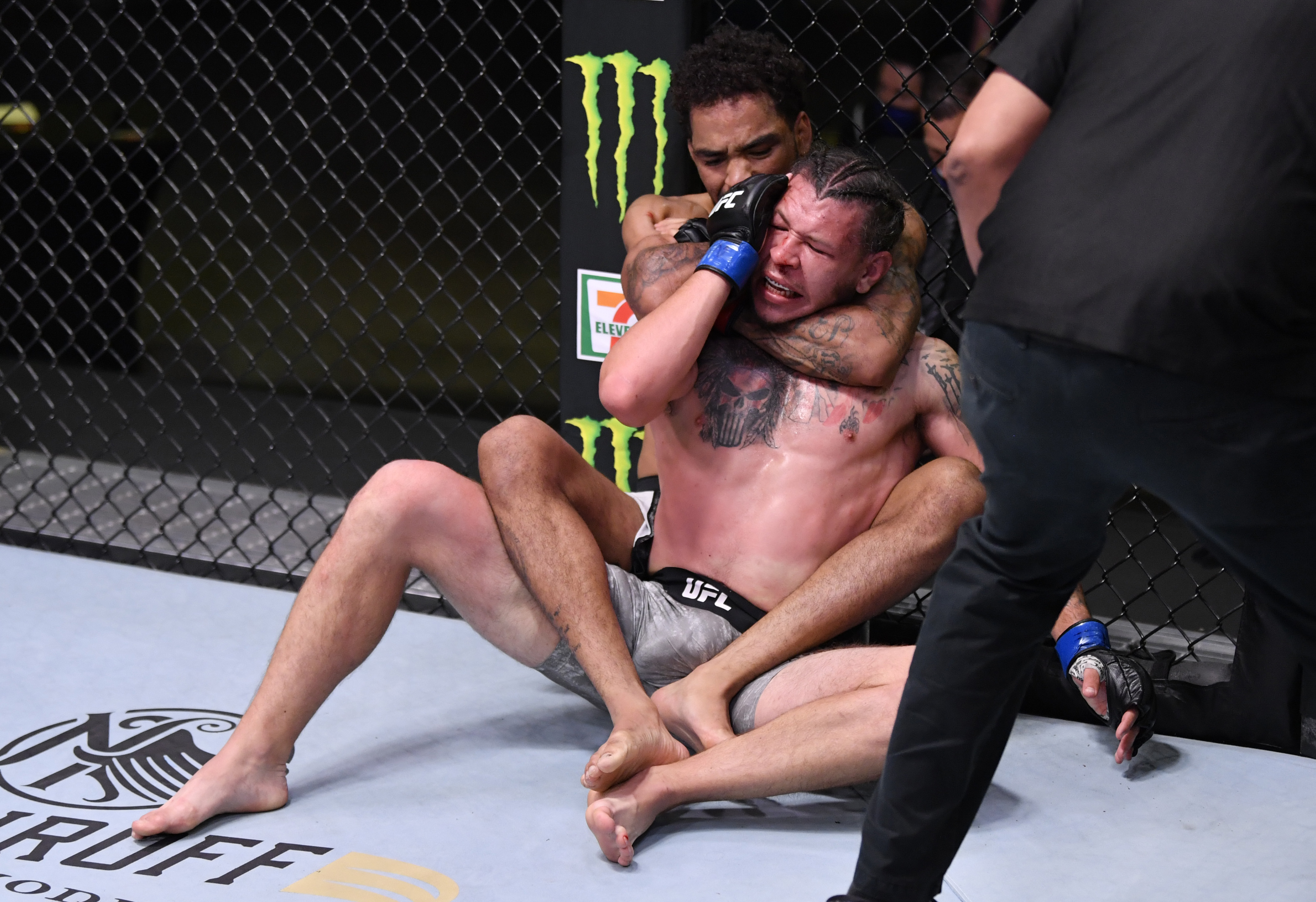 UFC Fight Night: Roberts v Weaver