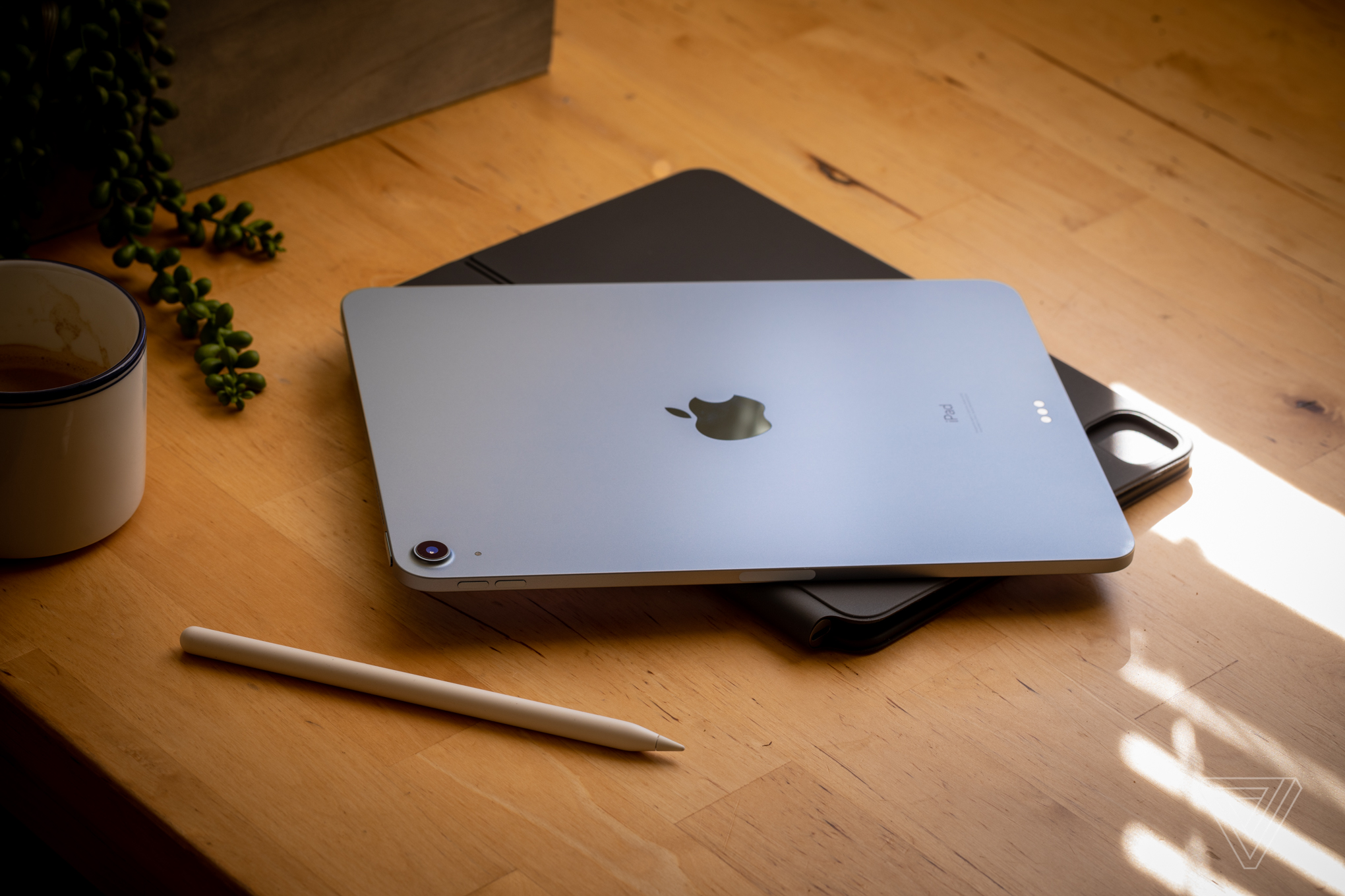 The 2020 iPad Air and new iPad Mini have the same design and shape as the iPad Pro