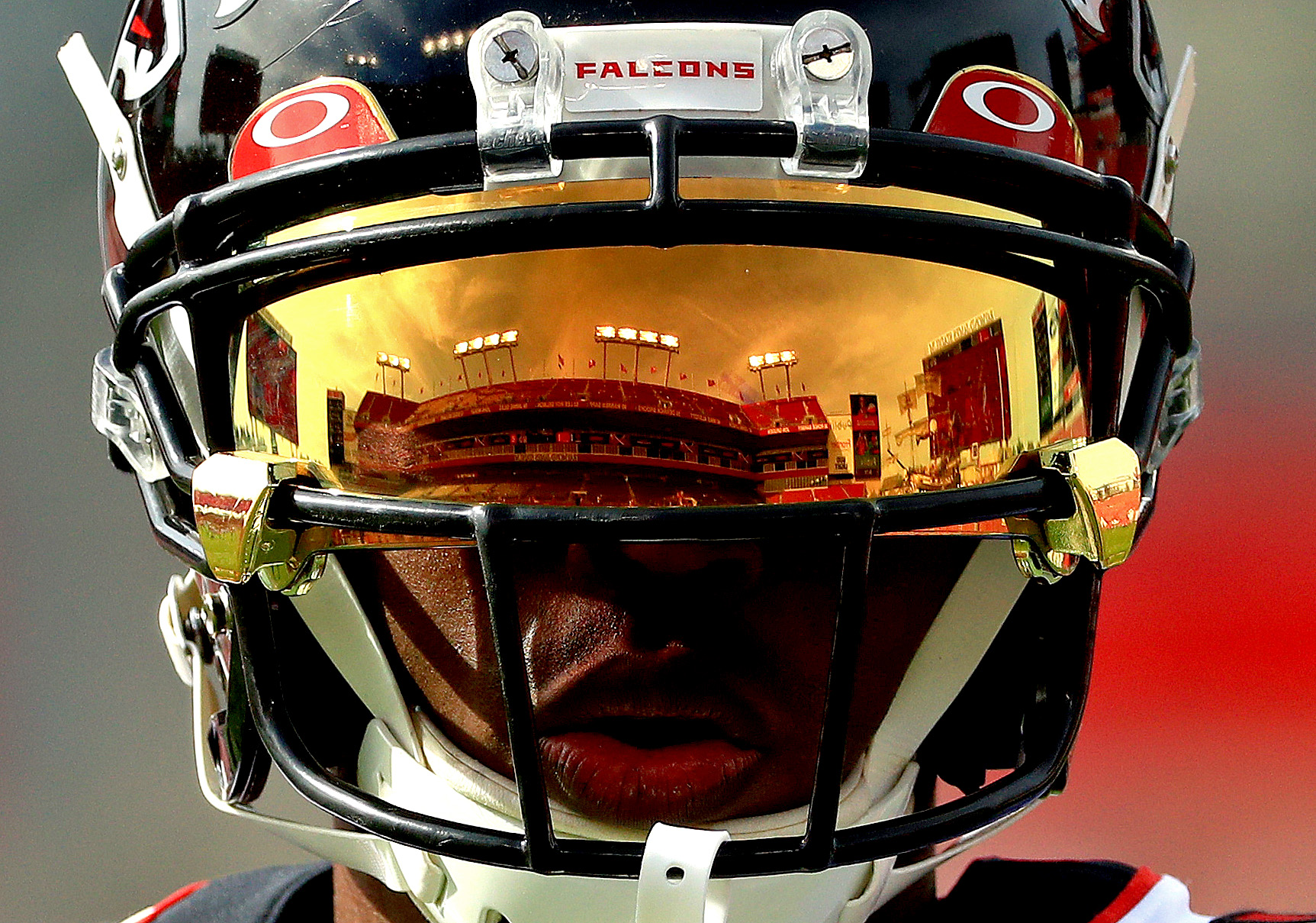 Julio Jones #11 of the Atlanta Falcons warms up during a game against the Tampa Bay Buccaneers at Raymond James Stadium on December 29, 2019 in Tampa, Florida.
