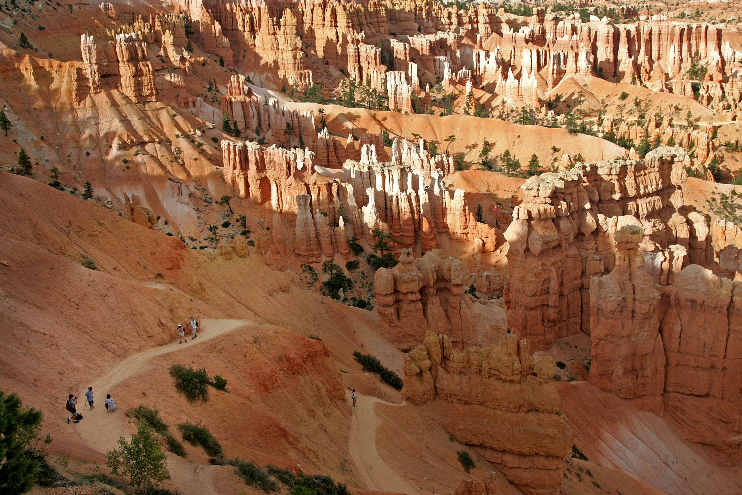 Visitors to Bryce Canyon take in the spectacular view of the hoodoos at Sunset Point from the Navajo Loop trail on Aug. 13, 2007. Photo by Kristin Nichols / Deseret Morning News