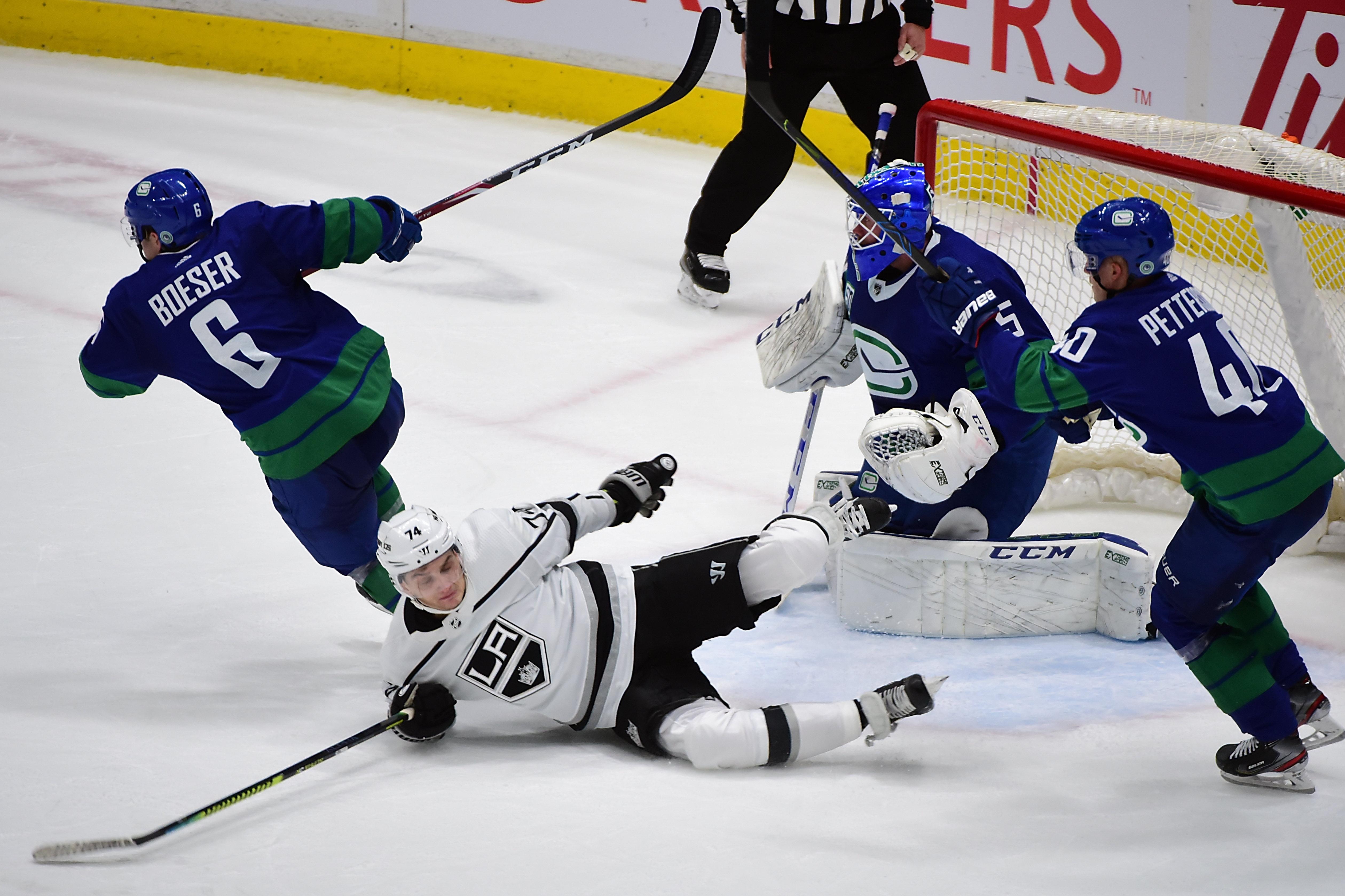 NHL: Los Angeles Kings at Vancouver Canucks